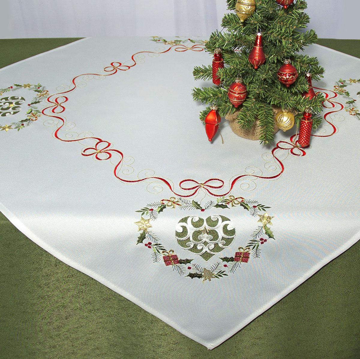Скатерть Schaefer, квадратная, цвет: белый, 85x 85 см. 07487-10007487-100Скатерть Schaefer изготовлена из полиэстера и декорирована вышитыми в технике ришелье новогодними подарками.Изделия из полиэстера легко стирать: они не мнутся, не садятся и быстро сохнут, они более долговечны, чем изделия из натуральных волокон. Кроме того, ткань обладает водоотталкивающими свойствами. Такая скатерть будет просто не заменима на кухне, а особенно на вашем обеденном столе на даче под открытым небом. Скатерть Schaefer не останется без внимания ваших гостей, а вас будет ежедневно радовать ярким дизайном и несравненным качеством.Немецкая компания Schaefer создана в 1921 году. На протяжении всего времени существования она создает уникальные коллекции домашнего текстиля для гостиных, спален, кухонь и ванных комнат. Дизайнерские идеи немецких художников компании Schaefer воплощаются в текстильных изделиях, которые сделают ваш дом красивее и уютнее и не останутся незамеченными вашими гостями. Дарите себе и близким красоту каждый день! Изысканный текстиль от немецкой компании Schaefer - это красота, стиль и уют в вашем доме.