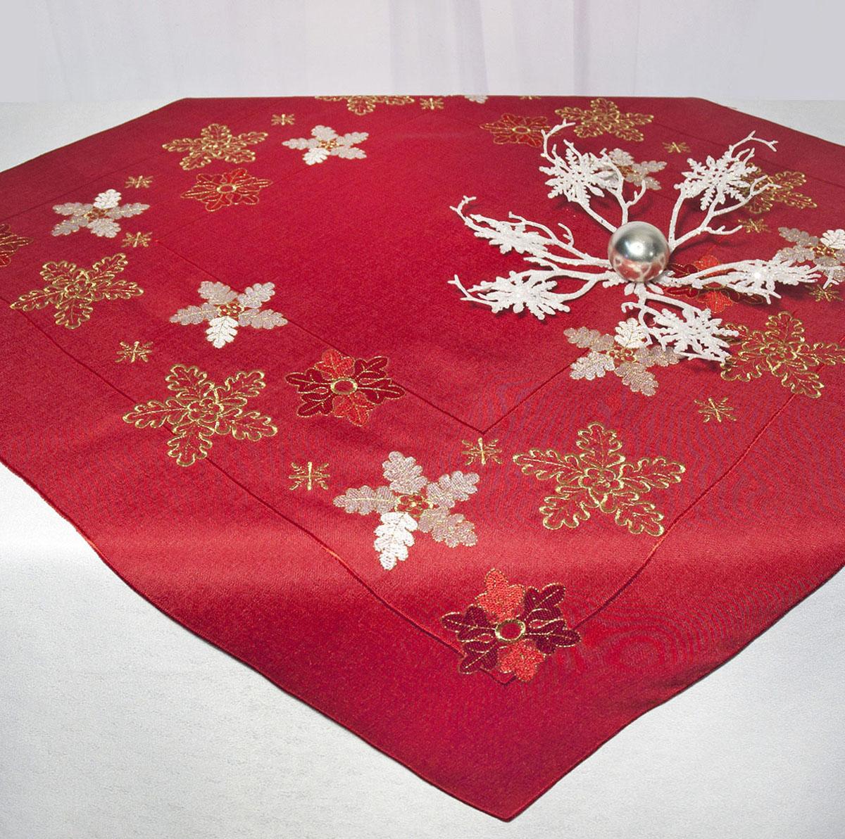 """Скатерть """"Schaefer"""" изготовлена из полиэстера и украшена новогодней вышивкой.Изделия из полиэстера легко стирать: они не мнутся, не садятся и быстро сохнут, они более долговечны, чем изделия из натуральных волокон. Кроме того, ткань обладает водоотталкивающими свойствами. Такая скатерть будет просто не заменима на кухне, а особенно на вашем обеденном столе на даче под открытым небом. Скатерть """"Schaefer"""" не останется без внимания ваших гостей, а вас будет ежедневно радовать ярким дизайном и несравненным качеством.Немецкая компания """"Schaefer"""" создана в 1921 году. На протяжении всего времени существования она создает уникальные коллекции домашнего текстиля для гостиных, спален, кухонь и ванных комнат. Дизайнерские идеи немецких художников компании """"Schaefer"""" воплощаются в текстильных изделиях, которые сделают ваш дом красивее и уютнее и не останутся незамеченными вашими гостями. Дарите себе и близким красоту каждый день! Изысканный текстиль от немецкой компании """"Schaefer"""" - это красота, стиль и уют в вашем доме."""