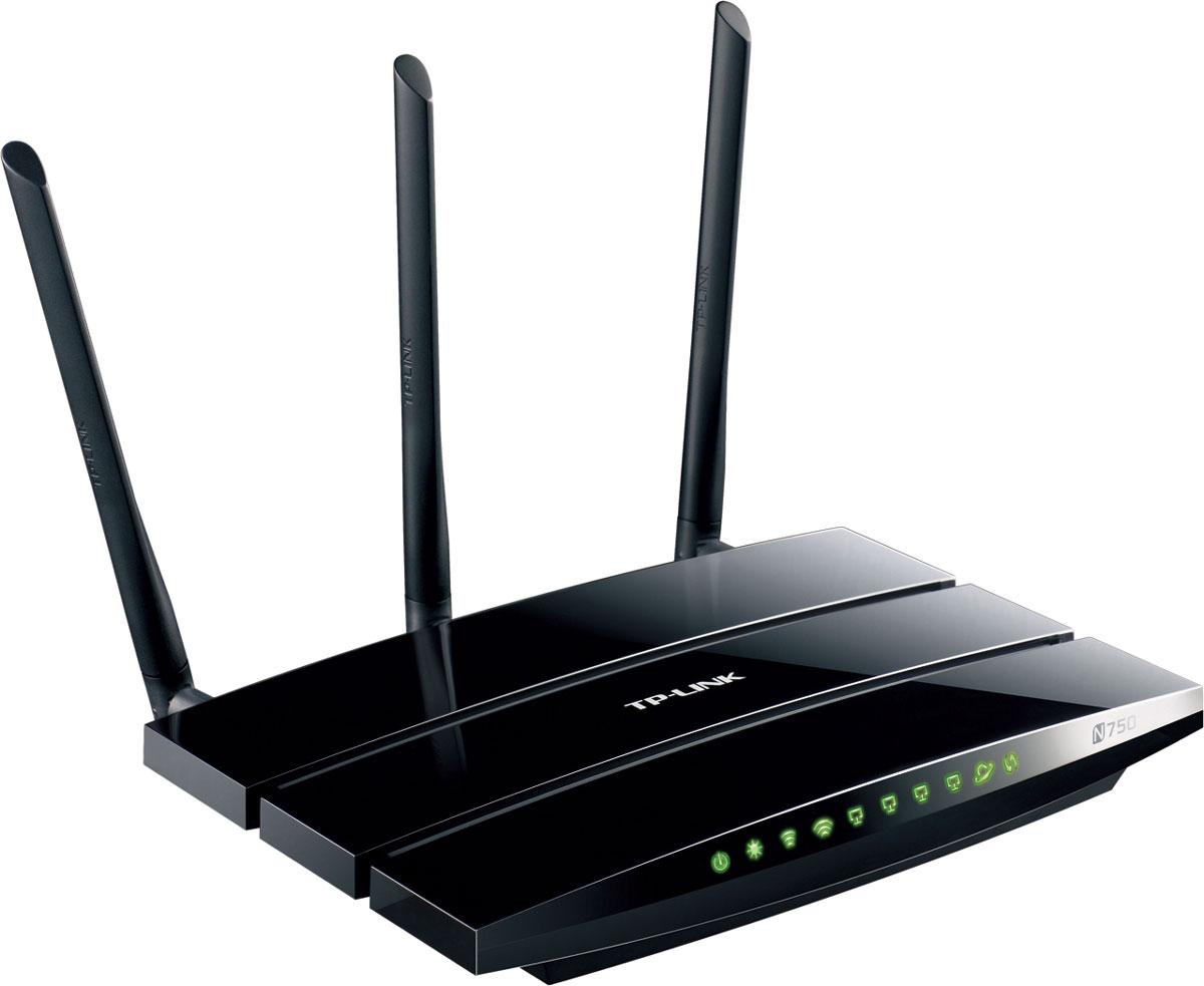TP-Link TL-WDR4300 беспроводной маршрутизаторTL-WDR4300Модель TL-WDR4300 представляет собой беспроводной маршрутизатор с улучшенными характеристиками,использующий одновременно свободный диапазон частот 5 ГГц в сочетании со скоростью передачи данных до 450Мбит/с и традиционный диапазон 2,4 ГГц со скоростью передачи данных до 300 Мбит/с. Одновременноеиспользование двух диапазонов позволяет получить общую пропускную способность до 750 Мбит/с, чтообеспечит одновременную работу нескольких приложений, требующих больше пропускной способности канала впределах большого дома или офиса. Более простые задачи, такие как электронная почта или просмотр веб- страниц, могут выполняться на частоте 2,4 ГГц со скоростью до 300 Мбит/с, а трафик, критичный к задержкам иразрывам, например, онлайн-игры и потоковое видео высокой четкости, может обрабатываться каналом счастотой 5 ГГц со скоростью до 450 Мбит/с в одно и то же время. Пять гигабитных портов и аппаратный NAT спропускной способностью более 800 Мбит/с обеспечит вашим проводным устройствам молниеносныебезразрывные соединения, а 2 порта USB 2.0 для совместного доступа к флеш-устройствам, принтерам, FTP - серверам и медиа-плеерам полностью удовлетворят потребности домашней медиа-сети.