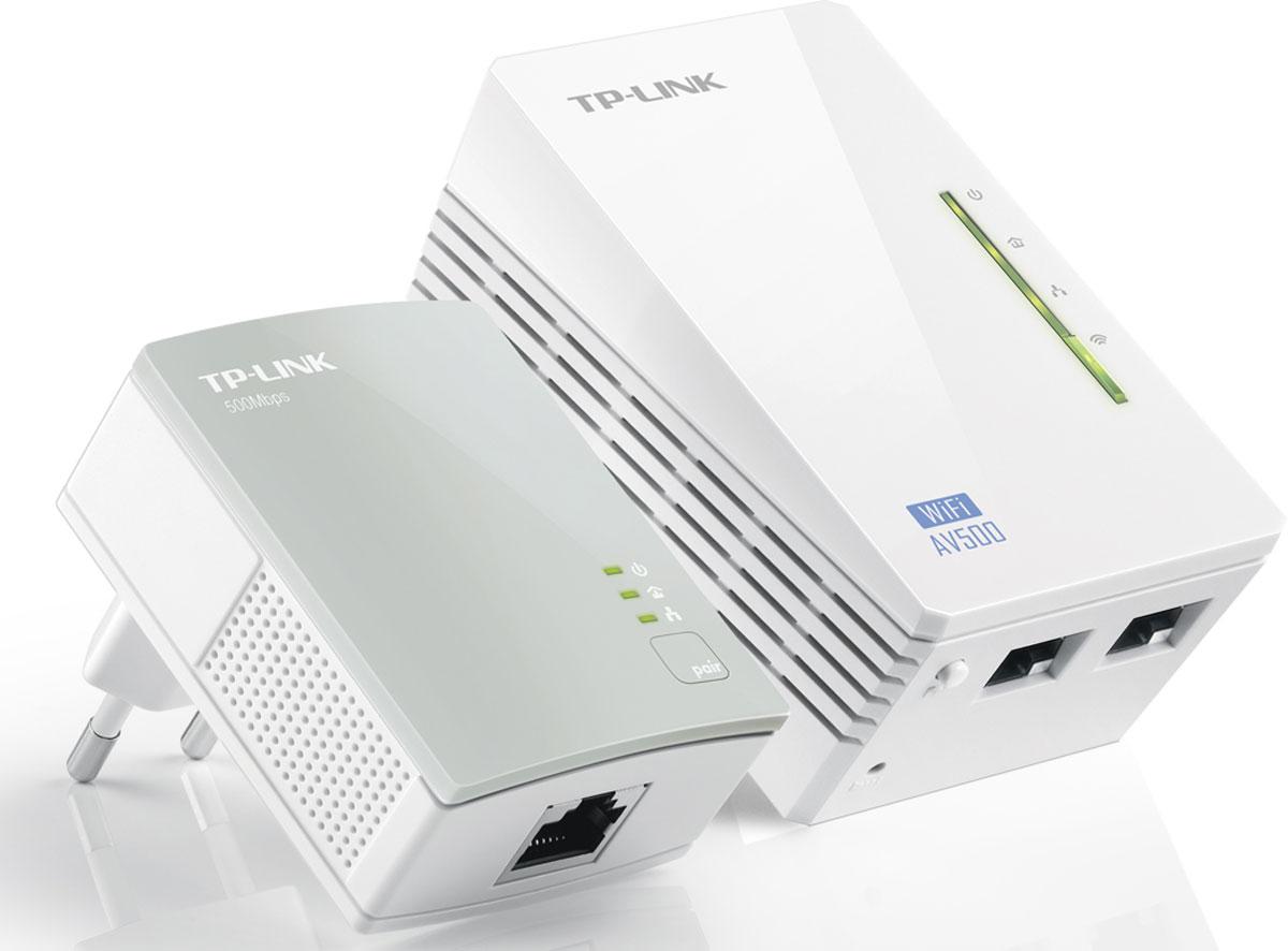 TP-Link TL-WPA4220KIT AV500 комплект адаптеров PowerlineTL-WPA4220KITУстройство TL-WPA4220KIT позволит вам создать подключение к Интернет в любой комнате вашего дома по существующей домашней электросети. TL-WPA4220KIT обладает кнопкой Wi-Fi Clone, обеспечивающей значительное увеличение зоны беспроводного соединения благодаря автоматическому копированию SSID и пароля вашего маршрутизатора. Таким образом, TL-WPA4220KIT упрощает настройку вашей беспроводной сети и способствует созданию единой и стабильной домашней сети.Благодаря технологии HomePlug AV устройство позволяет осуществлять стабильную высокоскоростную передачу данных на скорости до 500 Мбит/с в пределах 300 метров электросети. Устройство является идеальным домашним решением, если вы хотите подключить к сети все совместимые устройства: компьютеры, игровые консоли, приставки IPTV, принтеры и жесткие диски NAS.
