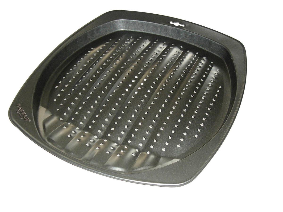 Противень для приготовления картофеля фри Bekker Koch, с антипригарное покрытием, 39 см х 34,5 см х 2,5 смBK-3962 (24)Противень для приготовления картофеля фри Bekker прямоугольной формы изготовлен из высококачественной углеродистой стали с антипригарным покрытием Goldflon. Внешнее покрытие жаростойкое. По всей поверхности изделие имеет специальный рельеф и маленькие отверстия. Идеально подходит для приготовления картофеля фри. Подходит для использования в духовом шкафу. Рекомендована ручная чистка. Внутренний размер противня: 35 см х 32 см. Общий размер противня (с учетом бортов): 39 см х 34,5 см. Высота стенки: 2,5 см. Толщина стенки: 0,4 мм.