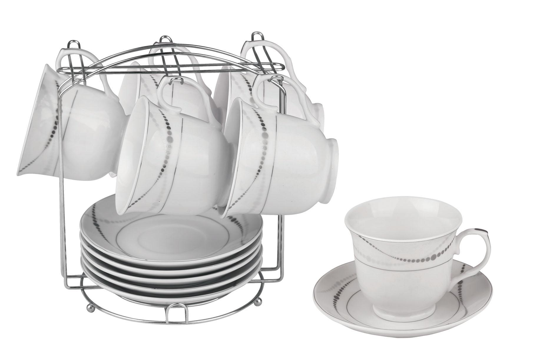 Набор чайный Bekker, 13 предметов. BK-6805BK-6805Чайный набор Bekker состоит из 6 чашек, 6 блюдец и металлической подставки. Изделия выполнены из высококачественного фарфора белого цвета, украшенного изящными узорами серебристой эмалью. Для предметов набора предусмотрена специальная металлическая подставка с крючками для чашек и подставкой для блюдец. Изящный чайный набор прекрасно оформит стол к чаепитию и станет замечательным подарком для любой хозяйки. Можно мыть в посудомоечной машине.Объем чашки: 220 мл. Диаметр чашки (по верхнему краю): 9 см. Высота чашки: 7,5 см. Диаметр блюдца: 14 см.