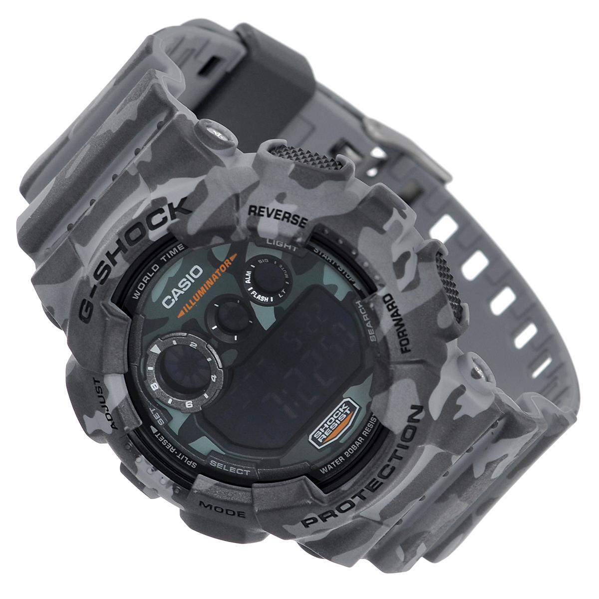 Часы мужские наручные Casio G-Shock, цвет: серый, светло-серый. GD-120CM-8EGD-120CM-8EСтильные часы G-Shock от японского брэнда Casio - это яркий функциональный аксессуар для современных людей, которые стремятся выделиться из толпы и подчеркнуть свою индивидуальность. Часы выполнены в спортивном стиле. Корпус имеет ударопрочную конструкцию, защищающую механизм от ударов и вибрации. Циферблат подсвечивается светодиодной автоматической подсветкой. При движении руки дисплей освещается ярким светом. Ремешок из мягкого пластика имеет классическую застежку.Основные функции: -5 будильников, один из которых с функцией Snooze, ежечасный сигнал; -автоматический календарь (число, месяц, день недели, год); -сплит-хронограф; -секундомер с точностью показаний 1/100 с, время измерения 24 часа; -12-ти и 24-х часовой формат времени; -таймер обратного отсчета от 1 мин до 24 ч; -мировое время; -функция включения/отключения звука.Часы упакованы в фирменную коробку с логотипом Casio. Такой аксессуар добавит вашему образу стиля и подчеркнет безупречный вкус своего владельца.Характеристики: Диаметр циферблата: 3,7 см.Размер корпуса: 5,8 см х 5,4 см х 2 см.Длина ремешка (с корпусом): 25,5 см.Ширина ремешка: 2,2 см. STAINLESS STELL BACK MADE IN CHINA EL.