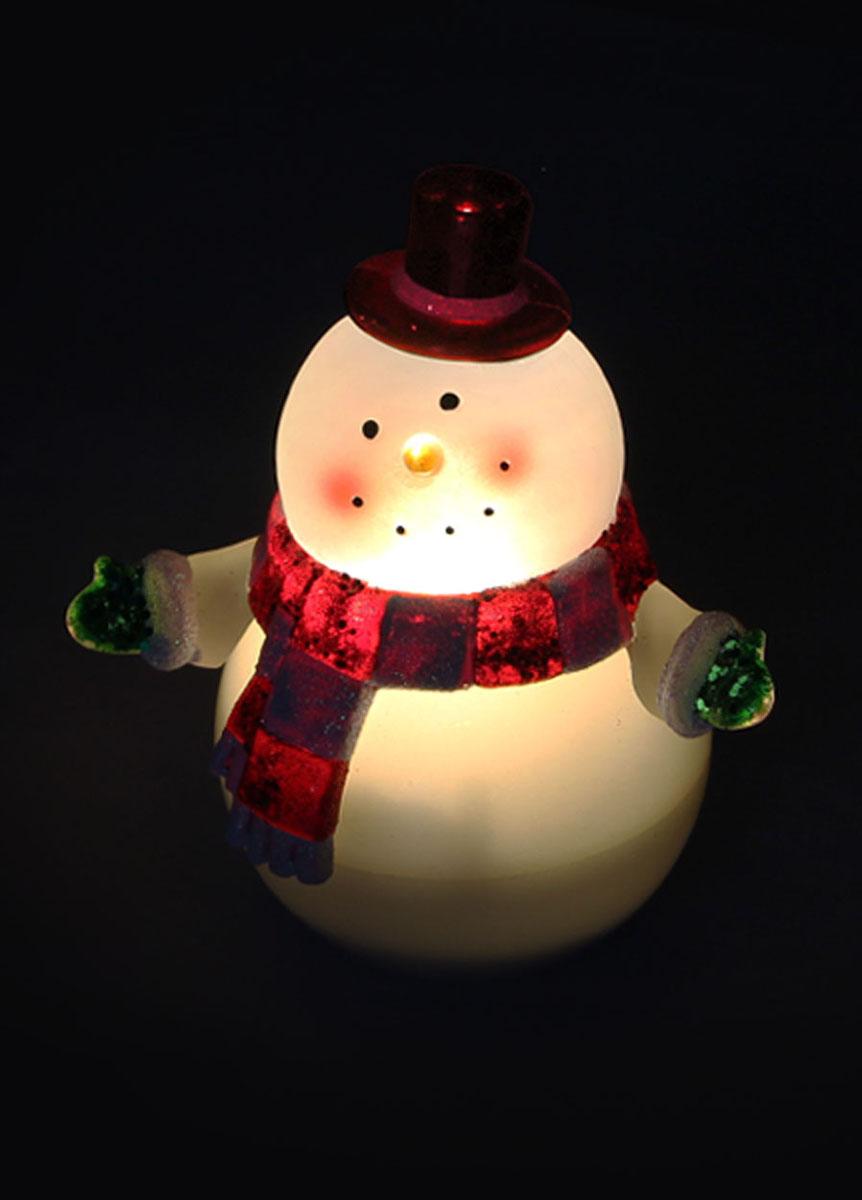 Новогодняя декоративная фигурка-неваляшка Kosmos Снеговик, с подсветкой, высота 12 смKOCNL-EL113Новогодняя декоративная фигурка-неваляшка Kosmos Снеговик выполнена из высококачественного пластика. Особенностью данной фигурки является наличие светодиодного устройства, благодаря которому украшение светится. Светодиоды расположены внутри корпуса и при включении фигурка наполняется мягким светом, заставляя играть с собой. Свет автоматически отключается спустя 1,5 - 3 минуты, если маятник остановлен, и вновь загорается по прикосновению руки. Нижняя часть корпуса разборная, там расположен батарейный отсек с выключателем, что позволяет в любое время отключить световой режим. Такая оригинальная фигурка оформит интерьер вашего дома или офиса в преддверии Нового года. Оригинальный дизайн и красочное исполнение создадут праздничное настроение. Кроме того, это отличный вариант подарка для ваших близких и друзей.УВАЖАЕМЫЕ КЛИЕНТЫ!Фигурка работает от 3-х батареек типа ААА, напряжением 1.5V. Батарейки в комплект не входят.