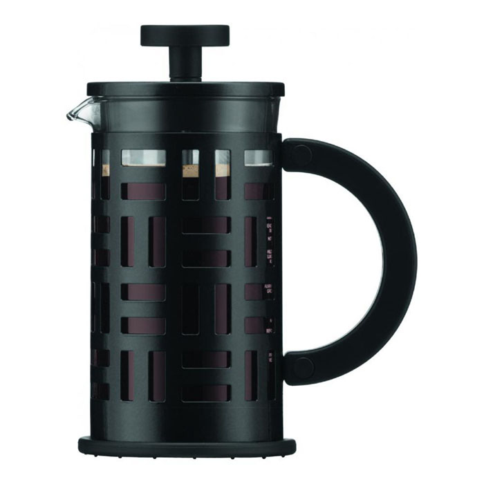 Кофейник Bodum Eileen с прессом, цвет: черный, 350 мл11198-01Кофейник Bodum Eileen имеет жаропрочный, теплосберегающий узкий стеклянный цилиндр и поршень, нижняя часть которого соединена с сетчатым металлическим фильтром. Кофейник изготовлен на основе технологии «френч-пресс». Кофейник Bodum Eileen имеет удобную ручку, изготовленную из пластика. Коспус кофейника, изготовлен из нержавеющей стали, в оригинальном стиле. Свое название кофейник приобрел, благодаря гениальному дизайнеру Эйлин Грей (Eileen Gray) .Стиль Эйлин, схож со стилем Bodum. Она работала с металлом и создавала простые и лаконичные формы. Кофейник можно наблюдать во многих кафе Парижа. Кофейник с прессом Bodum Eileen добавит вашему домашнему интерьеру французского шарма. Не применять на плите. Мешать кофе пластмассовой ложкой (входит в комплект).Сильно не давить на пресс. Все детали пригодны для мытья в посудомоечной машине. Диаметр чайника: 8 см. Высота: 16,5 см.