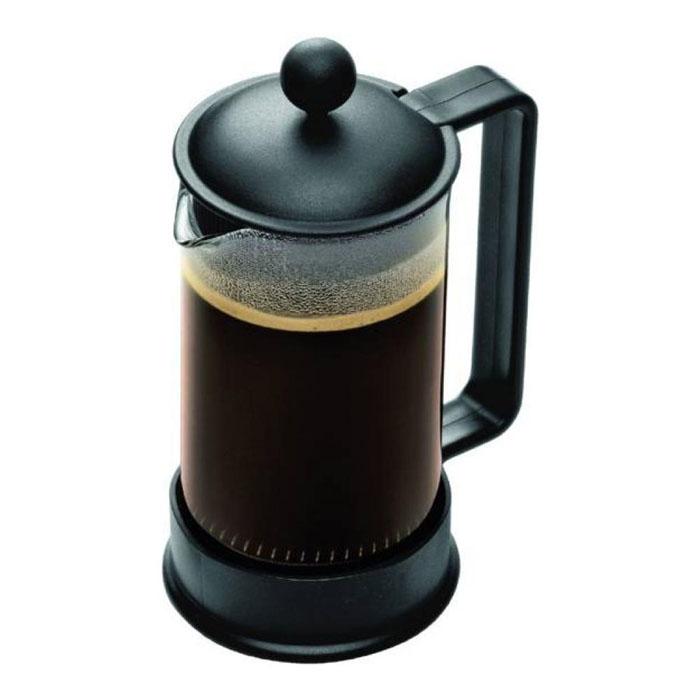 Кофейник Bodum Brazil с прессом, цвет: черный, 0,35 л1543-01LIDКофейник Shin Bistro изготовлен из высококачественного стекла и оснащен фильтром french press из нержавеющей стали, который позволяет легко и просто приготовить отличный напиток. Кофейник оснащен удобной пластиковой ручкой, что исключает его выскальзывание из руки и помещен в оправу из пластика, которая эффективно защищает стекло. К кофейнику прилагается специальная пластиковая мерная ложечка. Настоящим ценителям натурального кофе широко известны основные и наиболее часто применяемые способы его приготовления: эспрессо, по-турецки, гейзерный. Однако существует принципиально иной способ, известный как french press, благодаря которому приготовление ароматного напитка стало гораздо проще. Высота чайника (без учета крышки): 13,5 см. Диаметр колбы: 7 см.