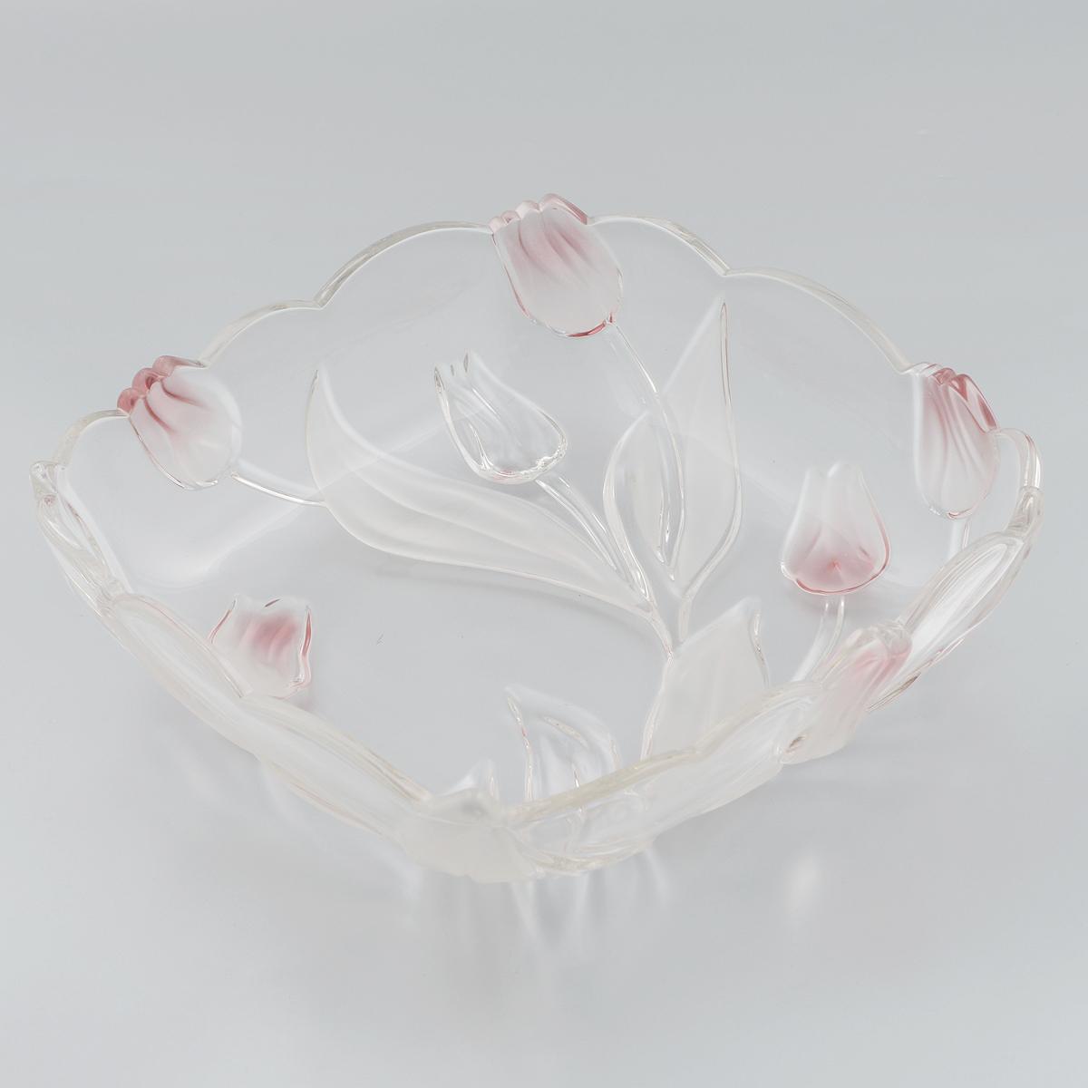 Салатник Walther-Glas Nadine, цвет: белый, розовый, 26 х 26 х 7 см16466*Салатник Walther-Glas Nadine выполнено из высококачественного толстого стекла и декорировано рельефом в форме цветов. Салатник имеет волнистые края, что, несомненно, понравится любителям классического стиля.Такой салатник украсит ваш праздничный или обеденный стол, а яркое оформление понравится любой хозяйке. Применять только мягкие моющие средства и избегать мытья в посудомоечной машине.