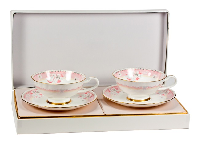 Набор чайный Narumi Розовый десерт, 4 предметаYBO661/4Набор Narumi Розовый десерт состоит из 2 чашек и 2 блюдец,изготовленных из высококачественного фарфора. Предметынабора, оформленные цветочным рисунком, подходит дляподачи чая или кофе.