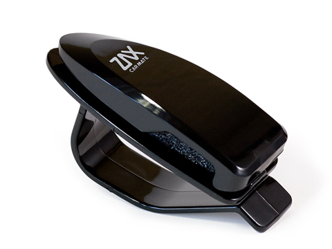 Держатель очков Carmate Sunglass Holder, пластиковый, цвет: черныйSZ46RUУстанавливается на солнцезащитный козыректолщиной до 20 мм. Не подходит для очков нестандартной формы или очков, дужки которых в сложенном виде имеют толщину более 8 мм. Может использоваться для хранения визитных карточек. Экономит место.