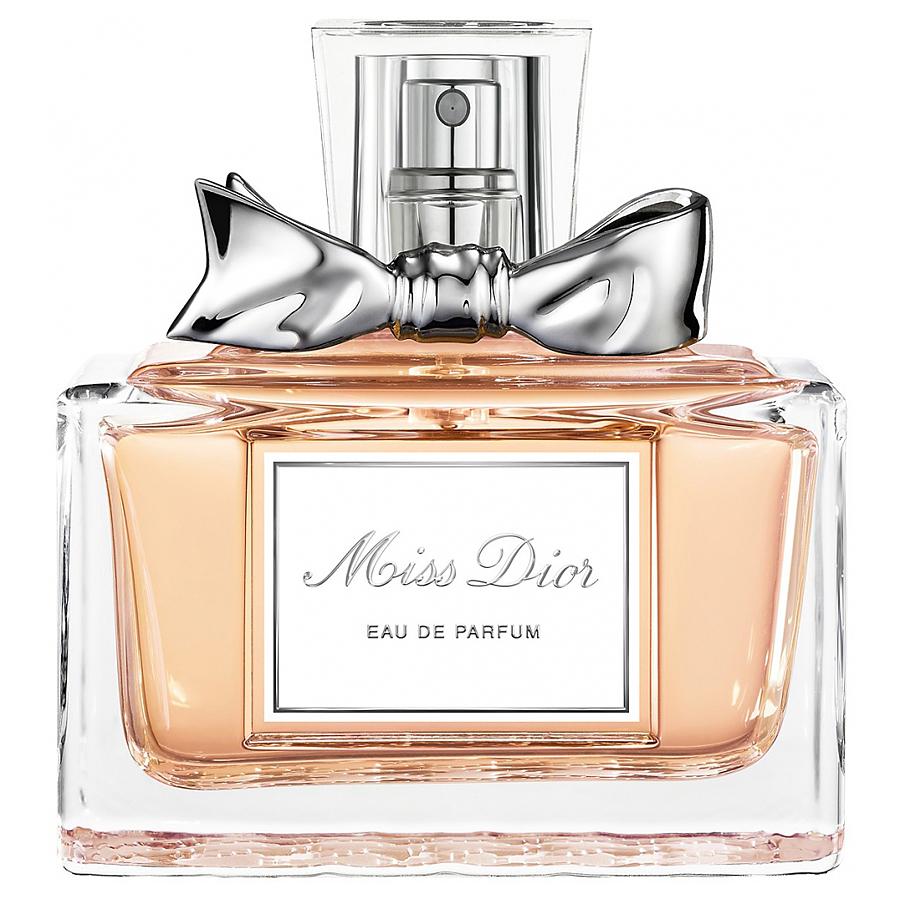Christian Dior Miss Dior. Парфюмерная вода, женская, 50 млF008222109Christian Dior Miss Dior - элегантность вне времени. Господин Диор говорил: открывается флакон, и один за другим появляются на свет все мои замыслы. И каждая женщина, одетая в мое платье, будет окутана изысканной женственной вуалью этого аромата. Miss Dior - аромат высокой моды. Гальбанум, являясь верхней нотой аромата Miss Dior, придает ему утонченную свежесть. Являясь символом женственности, жасмин один из наиболее часто используемых цветов в парфюмерии. Деликатный и нежный он является ароматом сам по себе.Классификация аромата: цветочный, шипровый.Верхние ноты: бергамот, шалфей, гальбанум, гардения.Ноты сердца:нероли, жасмин, нарцисс, роза.Ноты шлейфа:сандал, мох, пачули, ладан.Ключевые слова:Индивидуальный, яркий, неоднозначный! Характеристики:Объем: 50 мл. Производитель: Франция. Самый популярный вид парфюмерной продукции на сегодняшний день - парфюмерная вода. Это объясняется оптимальным балансом цены и качества - с одной стороны, достаточно высокая концентрация экстракта (10-20% при 90% спирте), с другой - более доступная, по сравнению с духами, цена. У многих фирм парфюмерная вода - самый высокий по концентрации экстракта вид товара, т.к. далеко не все производители считают нужным (или возможным) выпускать свои ароматы в виде духов. Как правило, парфюмерная вода всегда в спрее-пульверизаторе, что удобно для использования и транспортировки. Так что если духи по какой-либо причине приобрести нельзя, парфюмерная вода, безусловно, - самая лучшая им замена.Товар сертифицирован.