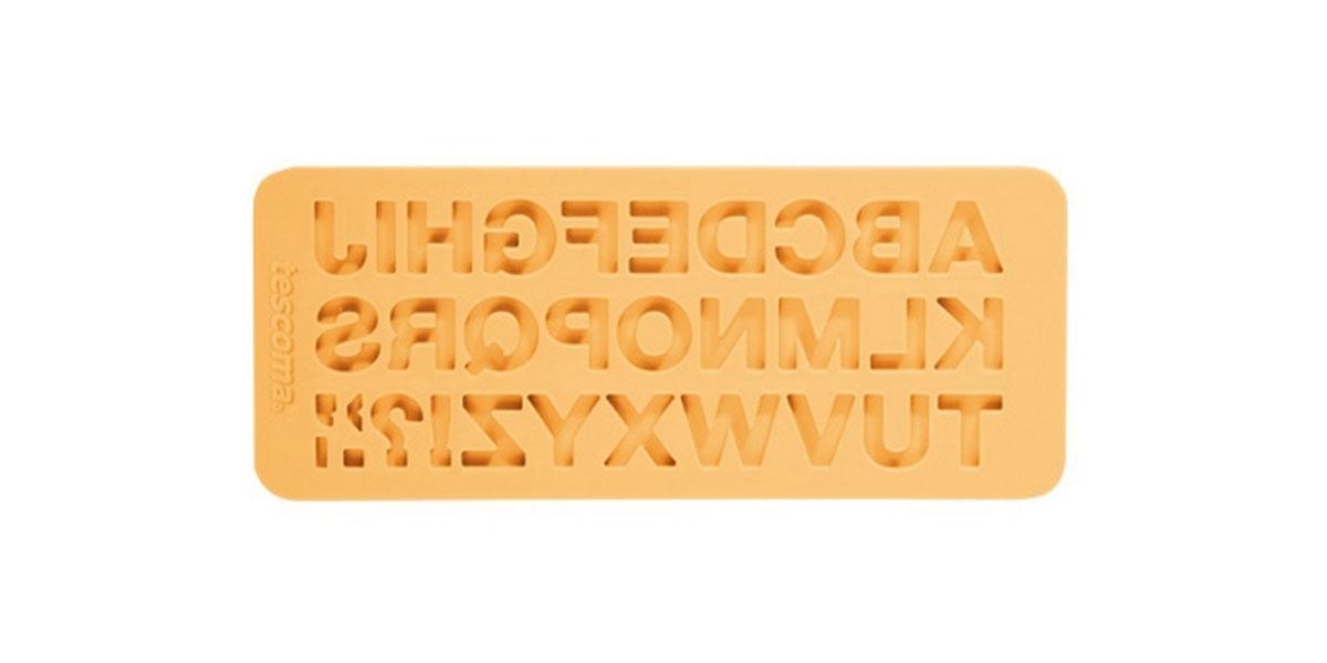 Молд для нанесения рисунка на мастику Tescoma Delicia Deco, цвет: желтый, 19,5 см х 8 см. 633054633054Молд для нанесения рисунка на мастику Tescoma Delicia Deco, выполненный из силикона, поможет вам легко нанести рисунки на мастику и сахарную пасту для тортов и сладких угощений. Молд содержит формы в виде букв английского алфавита.Использование и хранение: Перед первым использованием и после каждого применения вымойте молд в мыльной воде или на верхней полке в посудомоечной машине. Хорошо высушите молд перед использованием.Полезные советы по использованию:- Необходимо поставить заполненные формы в морозильник на 5-10 минут, а затем вытащить их, мягко нажав на дно формы. - Для того, чтобы мастика или цветочная паста не прилипали к молду, посыпьте его сахарной пудрой или смажьте растительным жиром сахарную мастику прежде чем накладывать на нее молд,- При раскатывании сахарной мастики используйте скалку для того, чтобы вся мастика была в полостях молда,- Следуйте инструкциям по изготовлению украшений, разместите их на торте, высушите.Изготовление: Скатайте сахарную мастику в трубочку такого же размера, как и полость молда. Положите мастику в полость молда. Прижмите.Разрезание: Положите руку на мастику. Маленькой лопаткой обрежьте излишки мастики. Снимаем мастику: Переверните молд. Выньте сахарную мастику с получившимся рисунком.Можно мыть в посудомоечной машине.