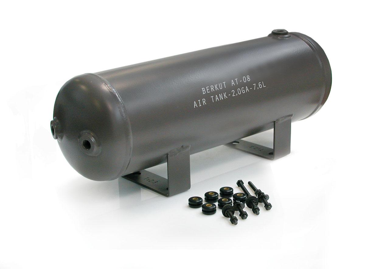 Ресивер (7,6 литров)BERKUTAT-08AT-08Технические характеристики: - Рабочее давление: до 150 PSI (10,5 Атм)- Установочные технологические отверстия: 6 шт (резьба 1/4)- Диапазон рабочих температур: от -40°C до +80°C- Размеры ресивера: 491,7x151x193,5 мм- Масса: 5,4 кг- Установочный крепежный комплект- Ёмкость ресивера : 7,6л/ 2,0 GA. Материал: металл; цвет: хаки