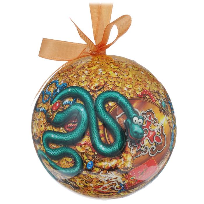 """Набор """"Шар. Змейки"""" состоит из 3 подвесных украшений в форме шара. Украшения, выполненные из ПВХ, оформлены красочными изображениями веселых змеек. Благодаря плотному корпусу изделия никогда не разобьются, поэтому вы можете быть уверены, что они прослужат вам долгие годы. Украшения можно повесить на новогоднюю елку с помощью атласных ленточек.  Елочная игрушка - несет в себе волшебство и красоту праздника. Создайте в своем доме атмосферу веселья и радости, украшая новогоднюю елку нарядными игрушками, которые будут из года в год накапливать теплоту воспоминаний."""