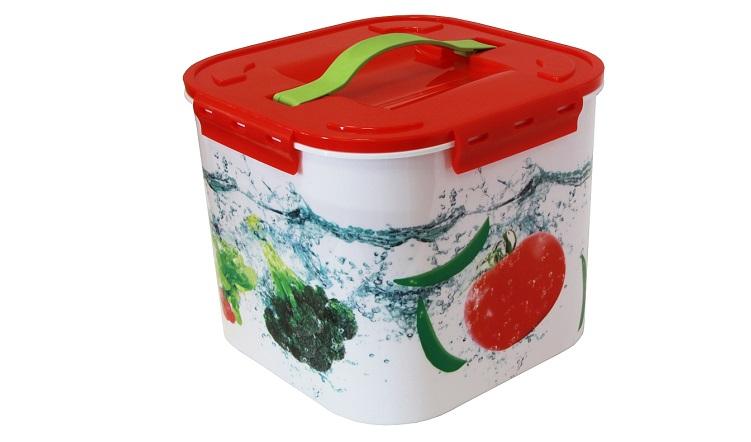Контейнер для хранения Idea Овощи, 7 лМ 2822Контейнер для хранения Idea Овощи выполнен из прочного полипропилена. Он идеально подойдет для хранения пищевых продуктов, а также любых мелких бытовых предметов: канцелярии, принадлежностей для шитья и многого другого. Для удобства переноски сверху имеется ручка. Контейнер Idea Овощи очень вместителен, он пригодится в любом хозяйстве.Объем контейнера: 7 л.
