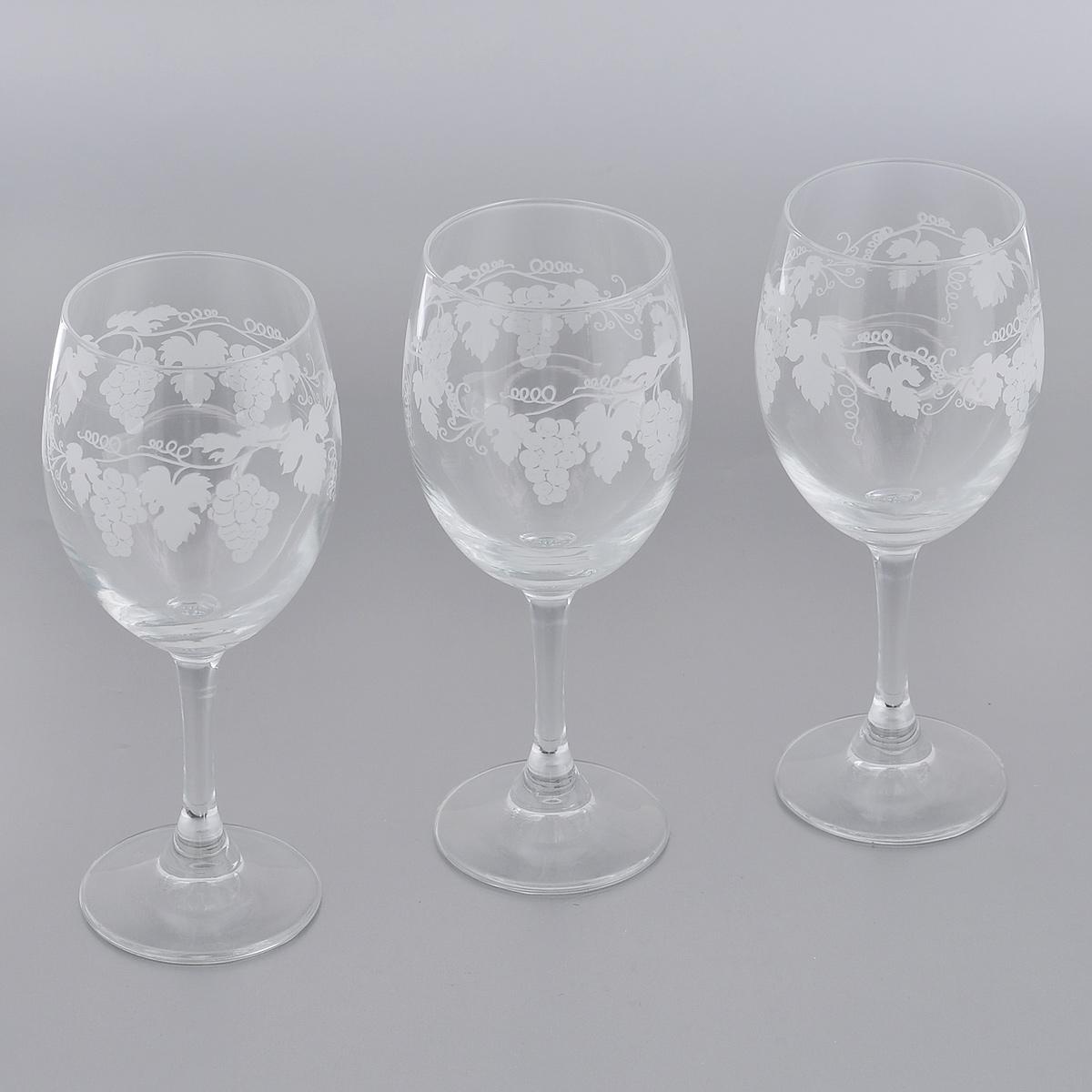 Набор бокалов для вина Royal Leerdam Vignoble, 340 мл, 3 шт3364К9С34 (921564)Набор Royal Leerdam Vignoble состоит из 3 бокалов, выполненных из высококачественного стекла. Изделия украшены изящным орнаментом в виде виноградной лозы. Бокалы предназначены для подачи вина. Набор бокалов прекрасно оформит сервировку стола и создаст в доме атмосферу романтики и уюта. Можно мыть в посудомоечной машине.