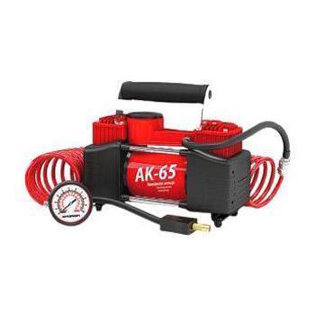 Компрессор автомобильный Autoprofi AK-65, металлический, двухпоршневой, производительность 65 л/мин, 12В, 300ВтAK-65Мощный двухпоршневой компрессор Autoprofi AK-65 обладает высокой производительностью 65 л/мин, благодаря которой он быстро накачивает не только автомобильные шины, но и резиновые матрацы, мячи и прочие надувные изделия. Проверенная конструкция компрессора способствует его надежной работе в течение всего срока эксплуатации.Корпус компрессора изготовлен из коррозиестойкого металла, что повышает эффективность охлаждения изделия во время накачивания. Каждый из двух поршней двигателя оснащен уплотнительными кольцами из гибкого жаропрочного тефлона, которые обеспечивают их продолжительную безотказную работу. Для смазки в компрессоре используется инновационное силиконовое масло. Оно сохраняет свои качества в течение всего срока службы изделия и не требует замены или доливки.Питание компрессора осуществляется от аккумулятора автомобиля, к которому он подключается через зажимы АКБ. Встроенный предохранитель защищает электродвигатель от перепадов напряжения и силы тока.Без перерыва компрессор способен проработать до 30 минут.Комплектация:- насос поршневого типа,- шланг-удлинитель с двушкальным манометром,- встроенный плавкий предохранитель,- запасной плавкий предохранитель,- набор переходников для накачивания велосипедных шин, мячей, матрацев,- брезентовая сумка,- руководство по эксплуатации.