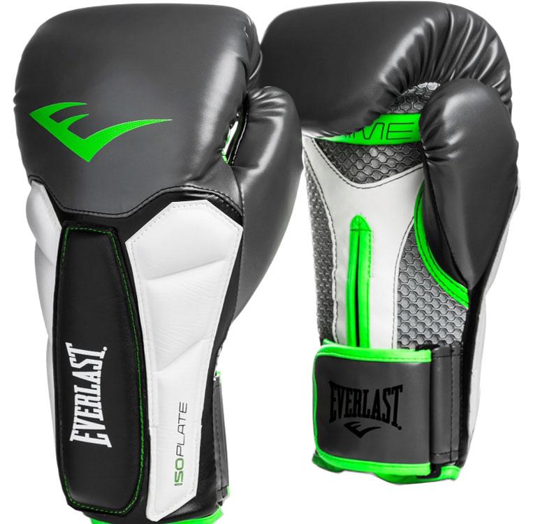 Перчатки тренировочные Everlast Prime, цвет: серый, зеленый, 16 унций1200002Everlast Prime — профессиональные боксерские перчатки, предназначенные для работы на снарядах и на лапах, использовать их для спаррингов не рекомендуется. Они созданы для интенсивных тренировок и способны выдержать самые тяжелые нагрузки — такие же используют в спортивных залах профессиональные боксеры и бойцы MMA. Перчатки изготовлены из мягкой, но износостойкой синтетической кожи. Ударные зоны усилены пенным наполнителем, который гарантирует превосходную амортизацию и защиту от травм. Вставки из пенного наполнителя ISOPLATE в области запястья фиксируют его и защищают от растяжений. Дополнительную поддержку обеспечивает жесткая манжета-липучка. Впитывающая подкладка EVERDRI борется с влагой и продлевает срок службы перчаток. Модель рекомендуется для спортсменов высокого класса и тех, кто хочет достичь его в самые короткие сроки.