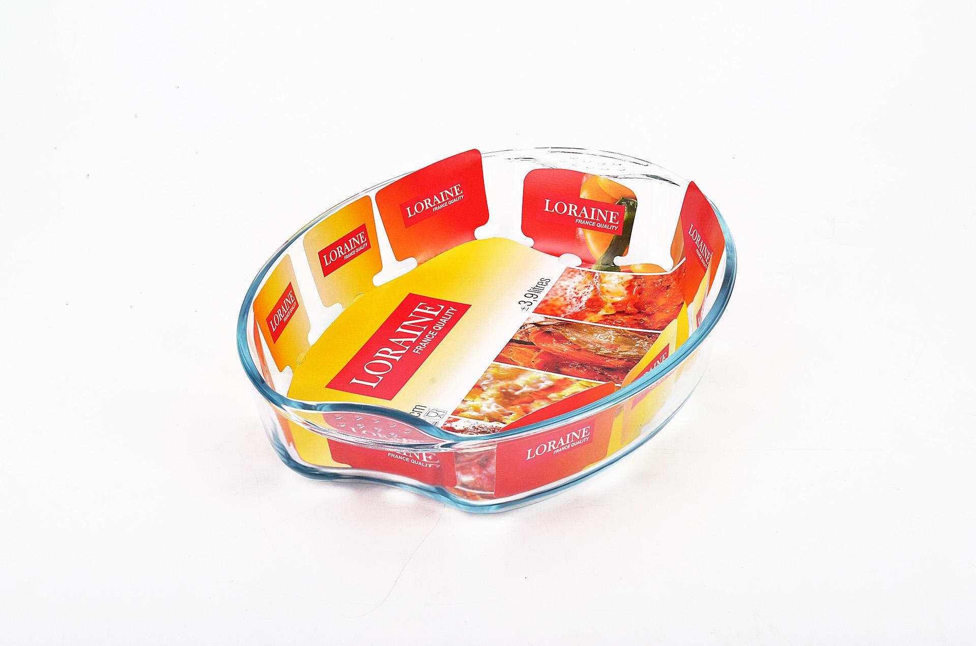 """Овальная жаровня """"Loraine"""" изготовлена из жаропрочного боросиликатного прозрачного стекла. Стеклянная посуда идеальна для запекания, так как стекло - это экологически чистый, износостойкий и долговечный материал, к которому не прилипает пища, в такой посуде пища сохраняет все свои полезные вещества и микроэлементы. Емкость идеальна для запекания в духовке птицы и мяса, для приготовления лазаньи, запеканки и даже пирогов. С жаровней """"Loraine"""" вы всегда сможете порадовать своих близких оригинальной выпечкой.  Подходит для использования в духовке при температуре до +400°С, в морозильной камере при температуре до -40°С. Можно использовать в микроволновой печи. Подходит для мытья в посудомоечной машине.   Объем: 2,9 л. Размер жаровни (с учетом ручек): 34,5 см х 24 см. Высота стенки: 6,5 см."""