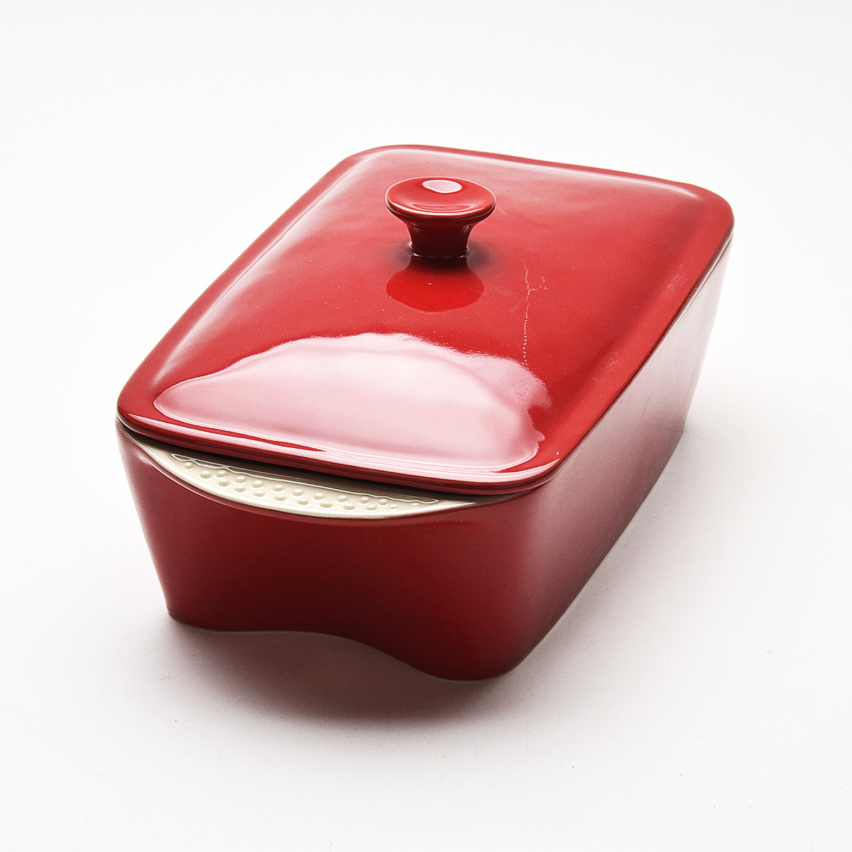 Жаровня Mayer & Boch с крышкой, цвет: красный, 2,3 лж40аЖаровня Mayer & Boch изготовлена из жаропрочной керамики, покрытой слоем сверкающей глазури.Керамическая посуда считается не только изысканной, но еще и полезной. Изготавливается она из экологически чистой красной глины, без химических добавок. За счет этого пища, приготовленная в керамической посуде, приобретает бесподобный аромат и вкус.Высокая прочность материала, первоклассная обработка и качество исполнения обеспечивают длительный срок службы. Жаровня равномерно распределяет тепло и долго сохраняет его, что экономит электроэнергию. Продукты в такой форме быстрее приготовляются. Легко чистится. Может использоваться на газовой плите, электрической плите и в микроволновой печи. Можно мыть в посудомоечной машине.Объем: 2,3 л.Размер жаровни (с учетом ручек): 34 см х 18 см.Размер жаровни (без учета ручек): 28 см х 16,5 см.Высота стенки (без учета крышки): 9 см. Толщина стенок: 6-7 мм.