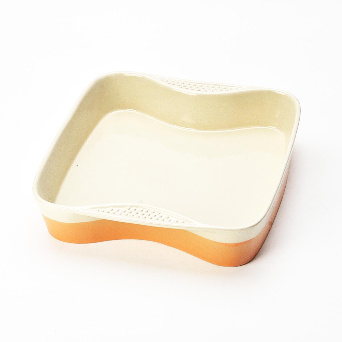 Противень Mayer & Boch, квадратный, цвет: оранжевый, бежевый, 27 см х 27 см21769Противень Mayer & Boch изготовлен из высококачественной керамики и подходит для любого вида пищи. Элегантный дизайн идеально подходит для современного дома. Пища, приготовленная в керамической посуде, сохраняет свои вкусовые качества, и благодаря экологической чистоте материала, не может нанести вред здоровью человека. Керамика - один из самых лучших материалов, который удерживает тепло, медленно и равномерно его распределяет. Максимальный нагрев - 400°С. С таким противнем вы всегда сможете порадовать своих близких оригинальным блюдом.Противень можно использовать в микроволновой печи и духовом шкафу, замораживать в холодильнике. Можно мыть в посудомоечной машине.Размер противня (ДхШхВ): 27 см х 27 см х 5 см.Толщина стенок: 6-7 мм.