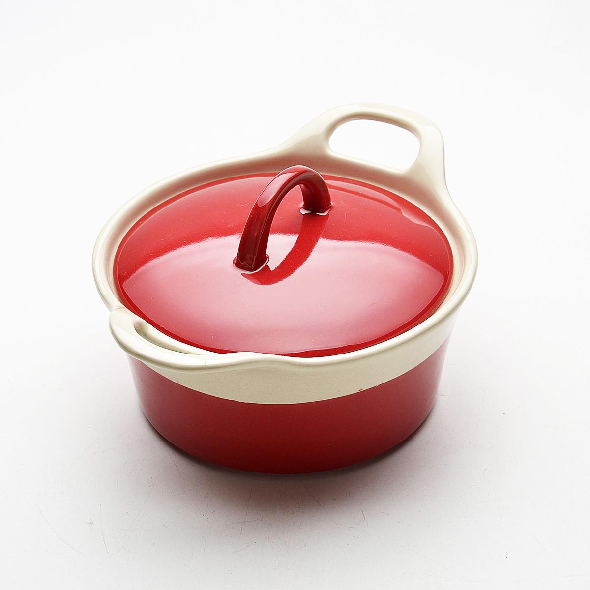 Жаровня Mayer & Boch с крышкой, цвет: красный, 680 мл21796Жаровня Mayer & Boch, изготовленная из жаропрочной керамики, подходит для любого вида пищи. Элегантный дизайн идеально подходит для современного дома. В комплект входит крышка из керамики. Глиняные ручки обеспечивают надежный захват.Изделия из керамики идеально подходят как для приготовления пищи, так и для подачи на стол. Материал не содержит свинца и кадмия. С такой жаровней вы всегда сможете порадовать своих близких оригинальным блюдом.Жаровню можно использовать на газовой, электрической плите, в духовом шкафу и в микроволновой печи, замораживать в холодильнике. Можно мыть в посудомоечной машине.Размер (с учетом ручек): 23,8 см х 18 см.Высота стенок: 8 см.Толщина стенок: 6-7 мм. Диаметр основания: 13 см.