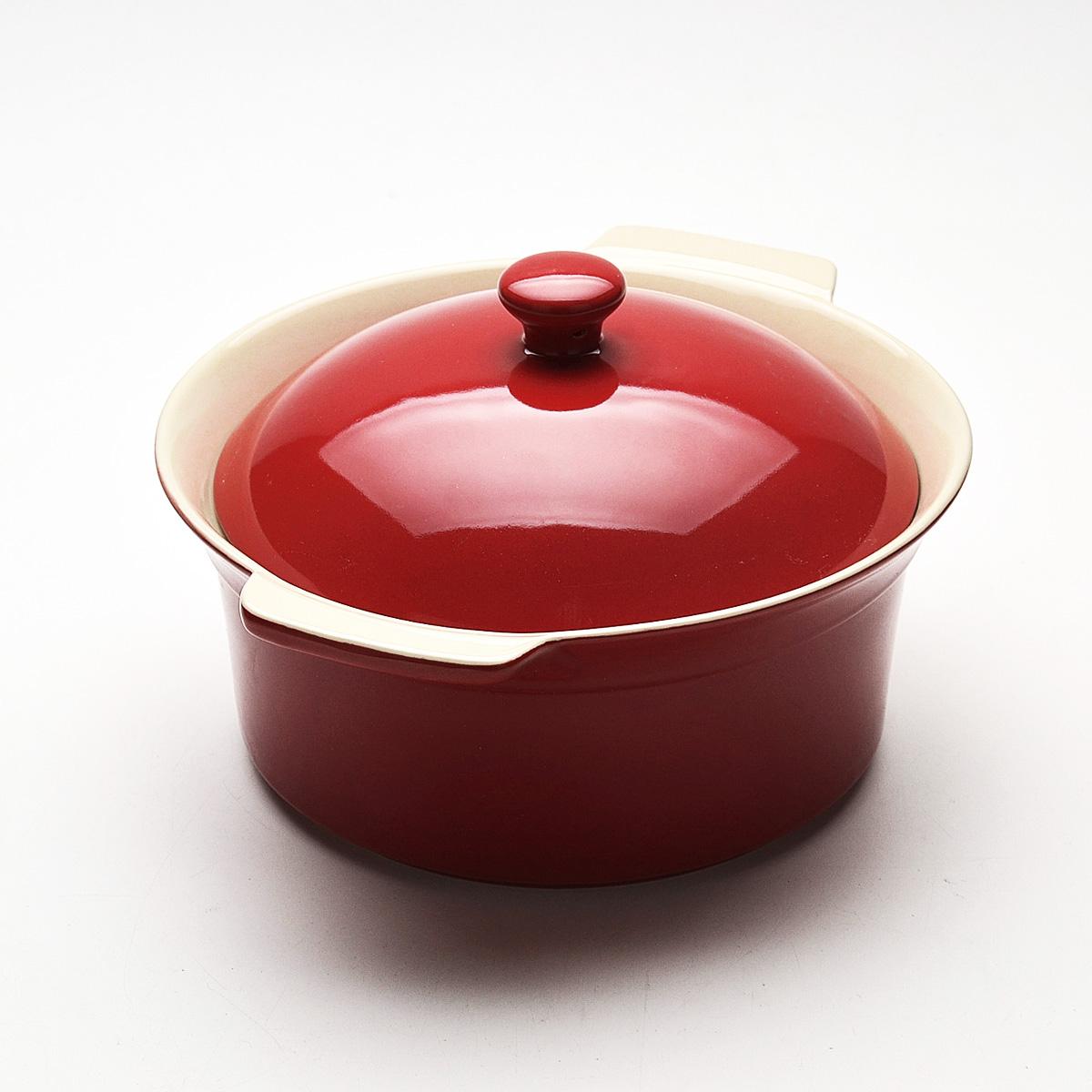 Жаровня Mayer & Boch с крышкой, цвет: красный, 2,3 л. 2181421814Жаровня Mayer & Boch, изготовленная из жаропрочной керамики, подходит для любого вида пищи. Элегантный дизайн идеально подходит для современного дома. В комплект входит крышка из керамики. Глиняные ручки обеспечивают надежный захват.Изделия из керамики идеально подходят как для приготовления пищи, так и для подачи на стол. Материал не содержит свинца и кадмия. С такой жаровней вы всегда сможете порадовать своих близких оригинальным блюдом.Жаровню можно использовать на газовой, электрической плите, в микроволновой печи, в духовом шкафу, замораживать в холодильнике. Можно мыть в посудомоечной машине.Размер (с учетом ручек): 29,3 см х 25,3 см.Высота стенок: 11 см.Толщина стенок: 6-7 мм. Диаметр основания: 19 см.