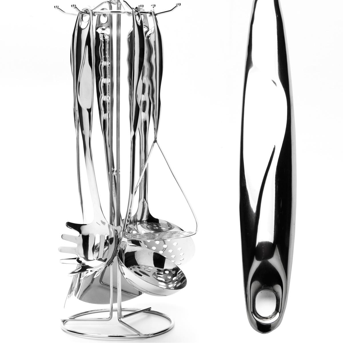 """Набор кухонных принадлежностей """"Mayer & Boch"""" выполнен из высококачественной нержавеющей стали c зеркальной поверхностью. Набор состоит из ложки для спагетти, половника, шумовки, двух лопаток (одна с прорезями, другая - без), картофелемялки и подставки. Все кухонные принадлежности имеют петельку, с помощью которой их можно подвесить на подставку с крючками. Эксклюзивный дизайн, эстетичность и функциональность набора позволят ему занять достойное место среди кухонного инвентаря.   Набор пригоден для мытья в посудомоечной машине.   Длина ложки для спагетти: 32 см.  Размер рабочей поверхности ложки для спагетти: 8,5 см х 8 см.  Длина половника: 34 см.  Диаметр рабочей поверхности половника: 9 см.  Длина шумовки: 35 см.  Диаметр рабочей поверхности шумовки: 12 см.  Длина лопатки: 37 см.  Размер рабочей поверхности лопатки: 9 см х 10 см.  Длина лопатки с прорезями: 36 см.  Размер рабочей поверхности лопатки с прорезями: 8 см х 8 см.  Длина картофелемялки: 27 см.  Размер рабочей поверхности картофелемялки: 9 см х 9 см.  Размер подставки: 14 см х 14 см х 41 см."""