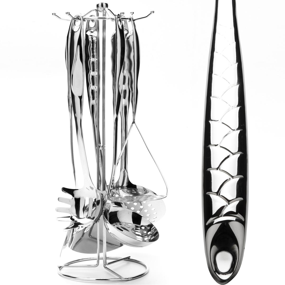 """Набор кухонных принадлежностей """"Mayer & Boch"""" выполнен из высококачественной нержавеющей стали c зеркальной поверхностью. Набор состоит из ложки для спагетти, половника, шумовки, ложки, лопатки с прорезями, картофелемялки и подставки. Все кухонные принадлежности имеют петельку с помощью которой можно подвесить на подставку с крючками.Эксклюзивный дизайн, эстетичность и функциональность набора позволят ему занять достойное место среди кухонного инвентаря. Набор пригоден для мытья в посудомоечной машине.   Длина ложки для спагетти: 32 см. Размер рабочей поверхности ложки для спагетти: 8,5 см х 8 см. Длина половника: 34 см. Диаметр рабочей поверхности половника: 9 см. Длина шумовки: 35 см. Диаметр рабочей поверхности шумовки: 12 см. Длина ложки: 37 см. Размер рабочей поверхности ложки: 9 см х 10 см. Длина лопатки с прорезями: 36 см. Размер рабочей поверхности лопатки: 8 см х 8 см. Длина картофелемялки: 27 см. Размер рабочей поверхности картофелемялки: 9 см х 9 см. Размер подставки: 14 см х 14 см х 41 см."""