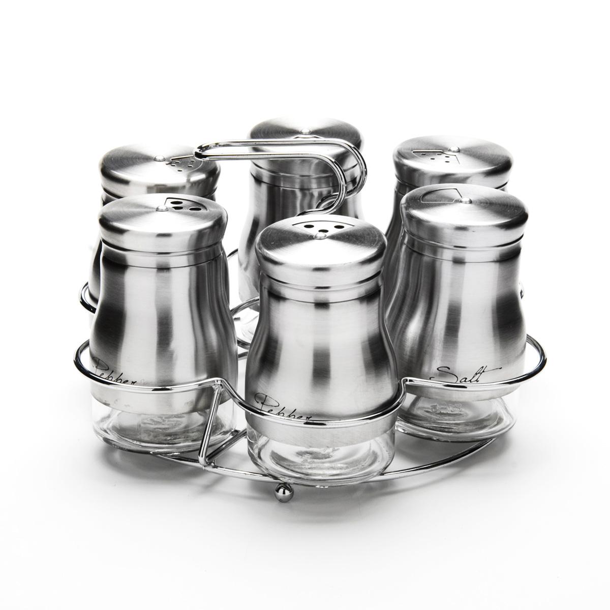 Набор для специй Mayer & Boch, на подставке, 7 предметов23479Набор для специй Mayer & Boch состоит из шести баночек и подставки. Баночки выполнены из стекла и высококачественной нержавеющей стали, оснащены плотно закручивающимися крышками, которые имеют три варианта добавления специй: через мелкие, средние или крупные отверстия. Для баночек предусмотрена металлическая подставка с ручкой. Набор для специй Mayer & Boch стильно оформит интерьер кухни и станет незаменимым при приготовлении пищи. Компактный, не занимает много места и всегда будет под рукой. Диаметр баночки (по верхнему краю): 3,5 см. Высота баночки (с крышкой): 9 см. Объем баночки: 140 мл. Размер подставки: 17,5 см х 17,5 см х 12 см.