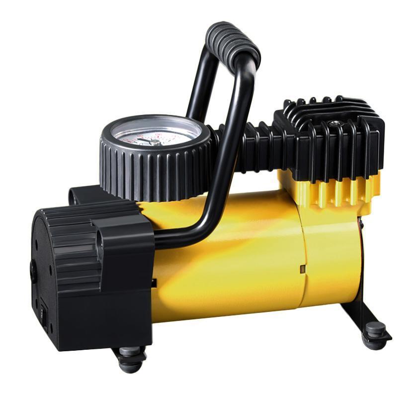 Компрессор автомобильныйКАЧОК K50K50С электрической стороны компрессор защищен от короткого замыкания плавким предохранителем.Компрессор оснащен системой, обеспечивающей постоянную смазку двигателя!Компрессор имеет удобный клапан-дефлятор, обеспечивающий регулировку давления при накачивании.Нужно также отметить хорошую эргономичность компрессора. Штекер в прикуриватель и дополнительные насадки-переходники компрессора держатся благодаря держателям, а провод питания аккуратно наматывается на ножки компрессора, что препятствует перегибам и запутыванию. И весь этот комплект прячется в удобную сумку для хранения и переноски!