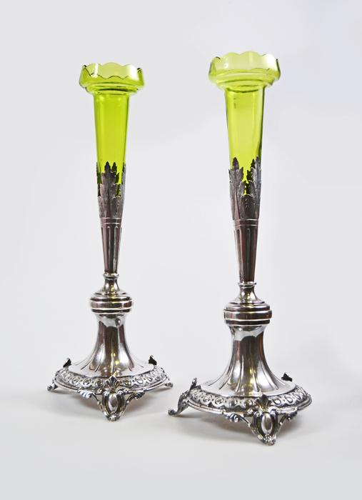 Парные вазы Солифлоры. Белый металл, зеленое опаловое стекло. Франция, 1838 год купить вазы пластик для искусственных цветов