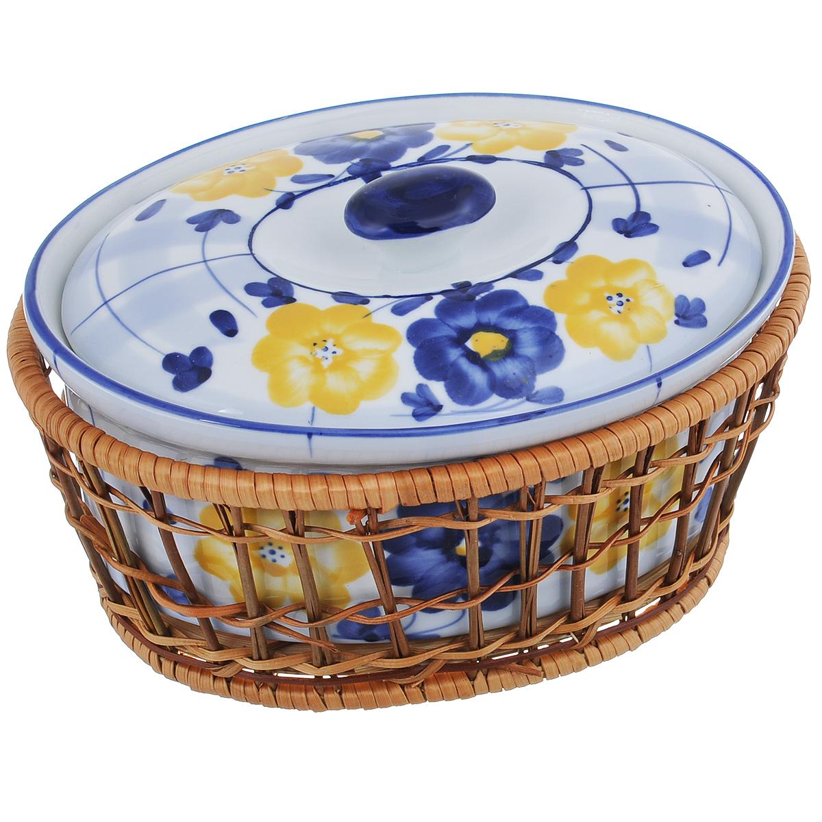 Кастрюля Loraine с крышкой, на подставке, 900 мл372Кастрюля Loraine, изготовленная из жаропрочной керамики, подходит для любого вида пищи. Элегантный дизайн идеально подходит для современного дома. В комплект входит крышка и плетеная корзина-подставка, изготовленная из ротанга.Изделия из керамики идеально подходят как для приготовления пищи, так и для подачи на стол. Материал не содержит свинца и кадмия. С такой кастрюлей вы всегда сможете порадовать своих близких оригинальным блюдом.Изделие можно использовать в духовке и холодильнике. Можно мыть в посудомоечной машине.Высота кастрюли (без учета крышки): 8 см. Толщина стенки: 4 мм. Толщина дна: 4 мм. Размер по верхнему краю: 19,5 см х 15 см. Размер основания: 16,5 см х 11,5 см. Размер корзинки: 20 см х 15 см х 8 см.