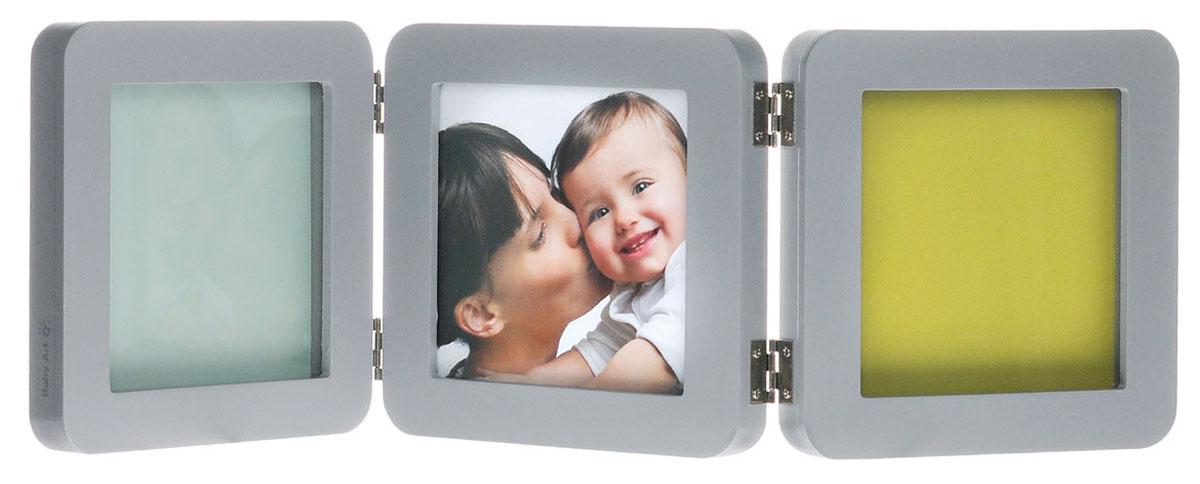 """Рамка для оттисков """"Baby Art"""" - уникальный подарок родителям, позволяющий сохранить фотографию, оттиск ладошки или ступни  малыша на долгие годы.   В комплект входят тройная деревянная рамка со стеклом, тесто для лепки, деревянный валик и клейкая лента, а также поэтапная иллюстрированная инструкция на русском языке. Материал для создания оттисков безопасен, а технология изготовления очень проста. На ровной рабочей поверхности нужно раскатать тесто с помощью валика, удалив пузырьки воздуха. Затем сделать отпечатки ручки или ножки малыша. Вырезать прямоугольный кусок теста с оттиском необходимого размера. После того, как тесто затвердеет, оттиск можно приклеить в рамочку под стекло при помощи двустороннего скотча. Продукт протестирован дерматологами.  Поэтапная иллюстрированная инструкция на русском языке не позволит вам ошибиться.   Создайте своими руками чудесный сувенир на память о важных моментах в жизни вашего малыша!"""