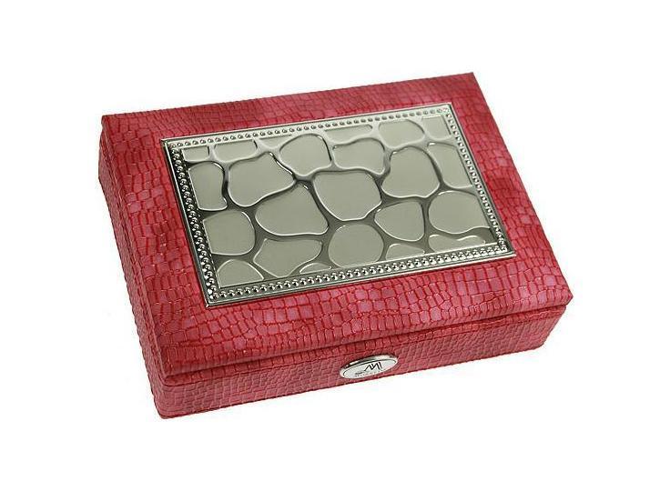Шкатулка ювелирная MORETTO 18*13*5см 139533139533Оригинальная шкатулка Русские подарки MORETTO 139533 сохранит ваши ювелирные изделия в первозданном виде. С ней вы сможете внести в интерьер частичку элегантности. Данная модель выполнена из качественных материалов и станет оригинальным подарком. Материал: кож. зам., MDF, металл (алюминий), стекло, текстиль, ПМ; цвет: розовый