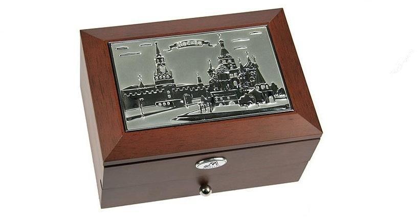 Шкатулка ювелирная MORETTO Москва 2-х ярусная 18*13*10см39934 Великолепная шкатулка для вашей любимой. Здесь можно хранить бижутерию, ювелирные изделия и множество других мелочей. Очень оригнальний подарок для особых дат в вашей совместной жизни. Материал: MDF, металл (алюминий), стекло, текстиль, ПМ; цвет: коричневый