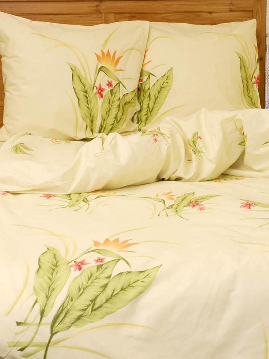 Комплект белья Нежность (семейный КПБ из 5 предметов, бязь-люкс, наволочки 70х70)Э-0633-04Комплект постельного белья Нежность является экологически безопасным для всей семьи, так как выполнен из особенной ткани - бязь-люкс (100% хлопок). Комплект состоит из простыни, двух пододеяльников и двух наволочек. Бязь-люкс - разработана специалистами с учетом пожеланий покупателей и не имеет аналогов на рынке. Нежность и мягкость в сочетании с прочностью - таков секрет популярности этой уникальной ткани. Страна: Россия. Материал: бязь-люкс (100% хлопок). В комплект входят: Пододеяльник - 2 шт.Размер:148 х 215 см. Простыня - 1 шт.Размер:220 х 240 см. Наволочка - 2 шт.Размер:70 х 70 см.Постельное белье серии Волшебная ночь изготавливается из уникальной ткани, получившей признание европейских потребителей. Оригинальная коллекция представлена широким ассортиментом классических и современных рисунков, разработанных профессиональными дизайнерами с учетом последних тенденций оформления интерьеров. Ткань из 100% хлопка, популярные размеры изделий, бесшовные простыни и великолепные рисунки - истинное удовольствие для ценителей качественных вещей.