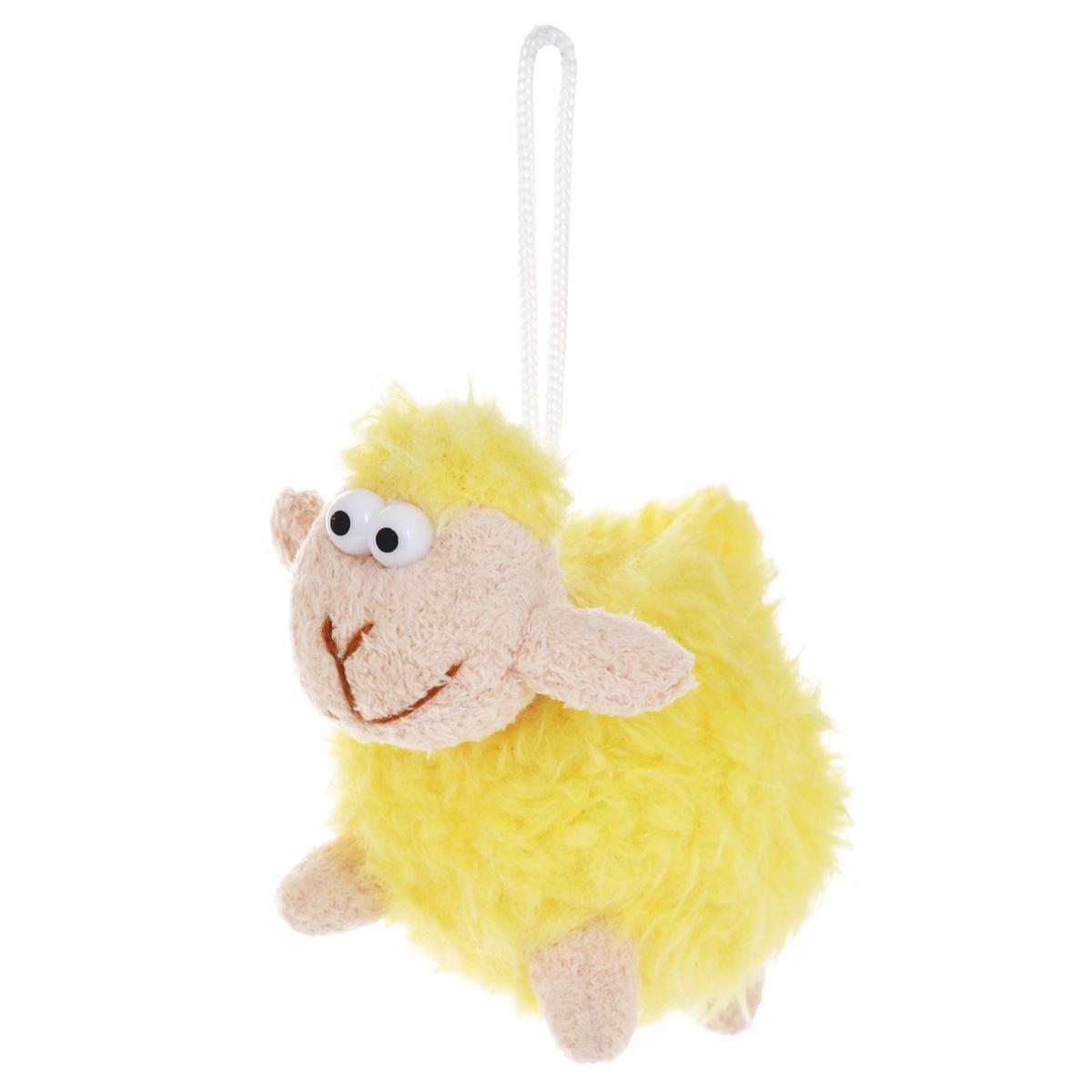 """Очаровательная мягкая игрушка-подвеска Sima-land """"Овечка"""" не оставит вас равнодушным и вызовет улыбку у каждого, кто ее увидит. Игрушка выполнена из искусственного меха и текстиля в виде забавной овечки с выпуклыми глазами. К игрушке прикреплена текстильная петелька для подвешивания. Мягкая и приятная на ощупь игрушка станет замечательным подарком, который вызовет массу положительных эмоций.Размер игрушки: 115 мм х 70 мм х 80 мм."""