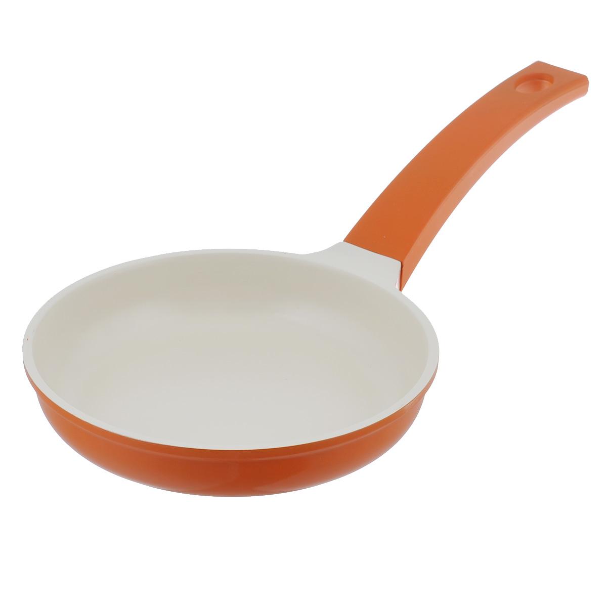 Сковорода Mayer & Boch, с керамическим покрытием, цвет: оранжевый. Диаметр 20 см. 2123921239Сковорода Mayer & Boch изготовлена из литого алюминия с керамическим покрытием. Сковорода предназначена для здорового и экологичного приготовления пищи. Пища не пригорает и не прилипает к стенкам. Абсолютно гладкая поверхность легко моется. Посуда экологически чистая, не содержит примеси ПФОК. Рукоятка специального дизайна, выполненная из пластика с силиконовым покрытием, удобна и комфортна в эксплуатации. Внешнее цветное покрытие устойчиво к воздействию высоких температур. Можно использовать на газовых, электрических, стеклокерамических, галогеновых, индукционных плитах. Можно мыть в посудомоечной машине. Высота стенки: 4 см.Толщина стенки: 2,5 мм.Толщина дна: 5,5 мм. Длина ручки: 20,5 см.Диаметр индукционного диска: 12,5 см.