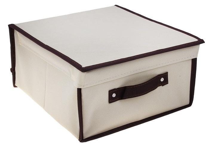 контейнер для хранения(жёсткий)28*30*15см,бежевый 835835Декоративный контейнер - отличный способ для хранение вещей!Благодаря универсальности изделия, в контейнере можно хранить самые разнообразные вещи: бижутерию, лекарства, швейные принадлежности.Такой контейнер поможет держать вещи в порядке. Декоративный контейнер даст Вам возможность сохранить все в одном месте, а также защитить вещи от пыли, грязи и влаги. Материал: флизелин,картон