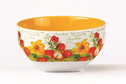 Салатник Клубника, 510 млSXT M15-3Салатник Клубника изготовлен из высококачественной керамики и декорирован ярким изображением цветов и ягод клубники. Он прекрасно впишется в интерьер вашей кухни и станет достойным дополнением к кухонному инвентарю. Такой салатник не только украсит ваш кухонный стол и подчеркнет прекрасный вкус хозяйки, но и станет отличным подарком.Можно использовать в посудомоечной машине и микроволновой печи. Объем салатника: 510 мл. Диаметр салатника: 13 см. Высота салатника: 7 см.