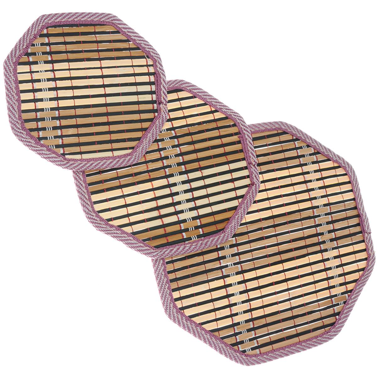 """Набор """"Dommix"""", состоящий из 3 бамбуковых салфеток под горячее, идеально впишется в интерьер современной кухни.  Салфетки из бамбука не впитывают запахи, легко моются, не деформируются при длительном использовании. Бамбук обладает антибактериальными и водоотталкивающими свойствами. Также имеют высокую прочность.   Каждая хозяйка знает, что салфетка под горячее - это незаменимый и очень полезный аксессуар на каждой кухне. Ваш стол будет не только украшен оригинальной салфеткой, но и сбережен от воздействия высоких температур ваших кулинарных шедевров.   Размер маленькой салфетки: 15,5 см х 15 см х 0,2 см. Размер средней салфетки: 17,5 см х 18,5 см х 0,2 см. Размер большой салфетки: 24 см х 24,5 см х 0,2 см."""