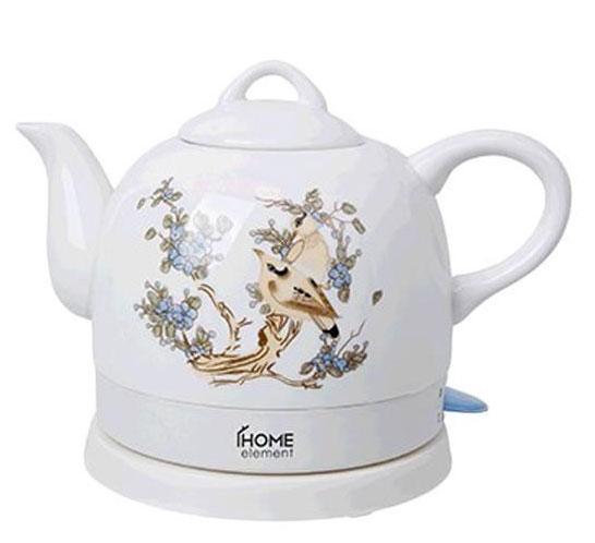 Home Element HE-KT-135, White Beige чайник электрическийHE-KT-135Компактный электрический чайник Home Element HE-KT-135 мощностью 1200 Ватт и объемом 1 литр позволит без усилий вскипятить воду. Корпус выполнен из высококачественной жаропрочной керамики с нанесением дизайнерского рисунка. Закрытый нагревательный элемент обеспечивает удобство чистки, отсутствие коррозии и накипи. Чайник снабжен многоуровневой защитой для безопасного использования даже детьми. Керамика не выделяет вредных веществ и запахов при нагревании вследствие экологической чистоты. Электрошнур имеет специальное место для хранения или транспортировки. Подключение через базу с возможностью вращения на 360 градусов. Керамические чайники эстетичны и практичны, прекрасно дополняют собой дизайн любой кухни.