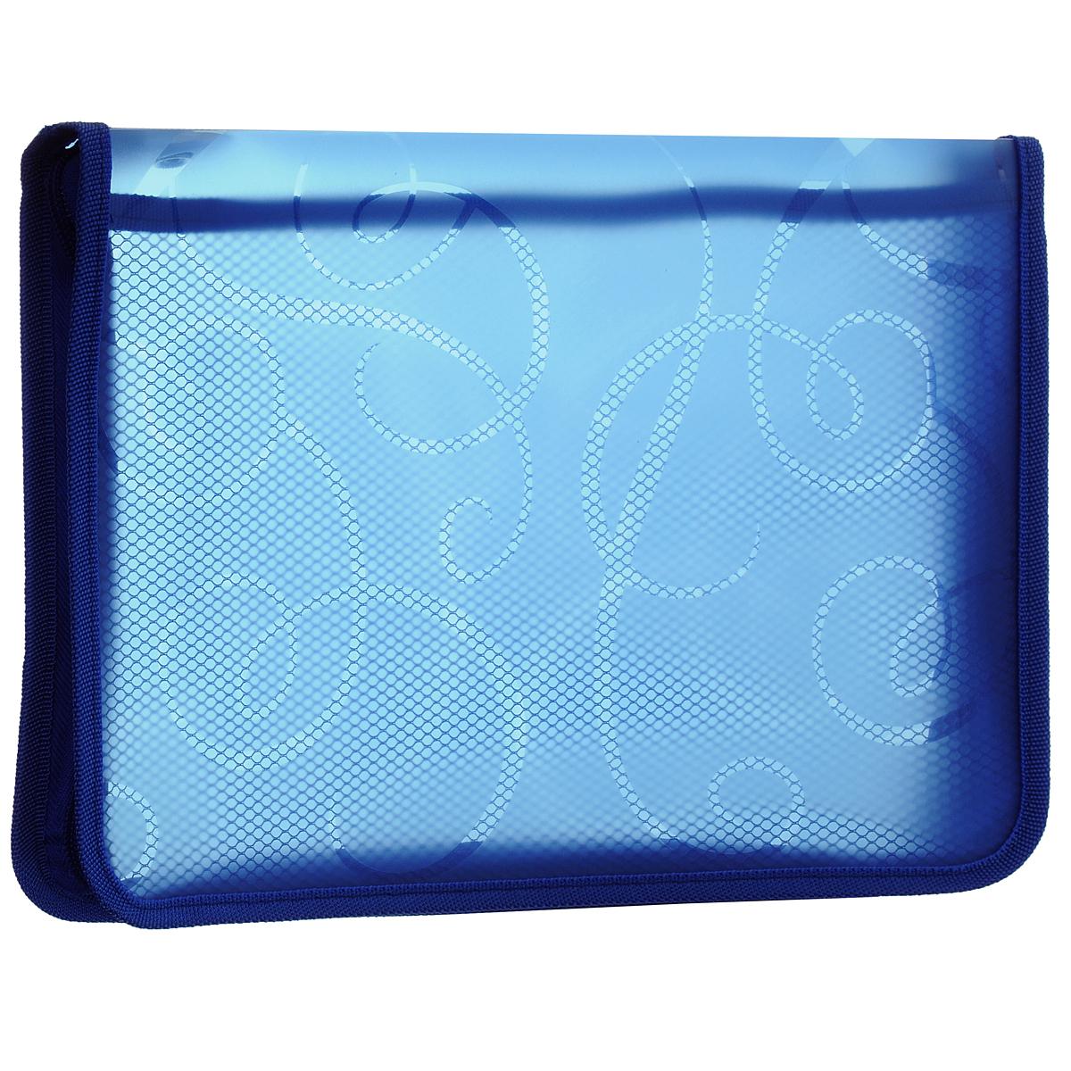 Папка для тетрадей Centrum, на молнии, цвет: синий. Формат А4. 8090080900СПапка для тетрадей Centrum - это удобный и функциональный офисный инструмент, предназначенный для хранения и транспортировки рабочих бумаг и документов формата А4, а также тетрадей и канцелярских принадлежностей.Папка изготовлена из прочного высококачественного пластика, закрывается на круговую застежку-молнию. Папка состоит из одного отделения, внутри расположен открытый карман-сеточка. Папка оформлена оригинальным принтом в виде спиралей. Папка имеет опрятный и неброский вид. Края папки отделаны полиэстером, а уголки имеют закругленную форму, что предотвращает их загибание и помогает надолго сохранить опрятный вид обложки.Папка - это незаменимый атрибут для любого студента, школьника или офисного работника. Такая папка надежно сохранит ваши бумаги и сбережет их от повреждений, пыли и влаги.