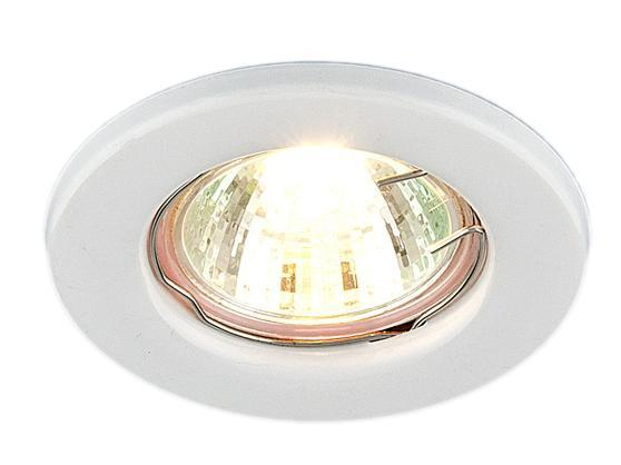 Точечный светильник Elektrostandard 9210 WH (белый)a030075Точечные светильники Elektrostandard могут использоваться в любых помещениях - спальня, кухня, ванная, в торговых и производственных помещениях. Точечные светильники подходят для натяжных, подвесных и реечных потолков. Благодаря особой технологии нанесения красителя и гальваники, светильники могут быть использованы в помещениях с повышенной влажностью, например в ванной.Лампа: MR16 G5.3 max 50 Вт (в комплект не входит)Диаметр: O 81 ммВысота внутренней части: ^ 28 ммВысота внешней части: v 5 ммМонтажное отверстие: O 55 ммГарантия: 2 года