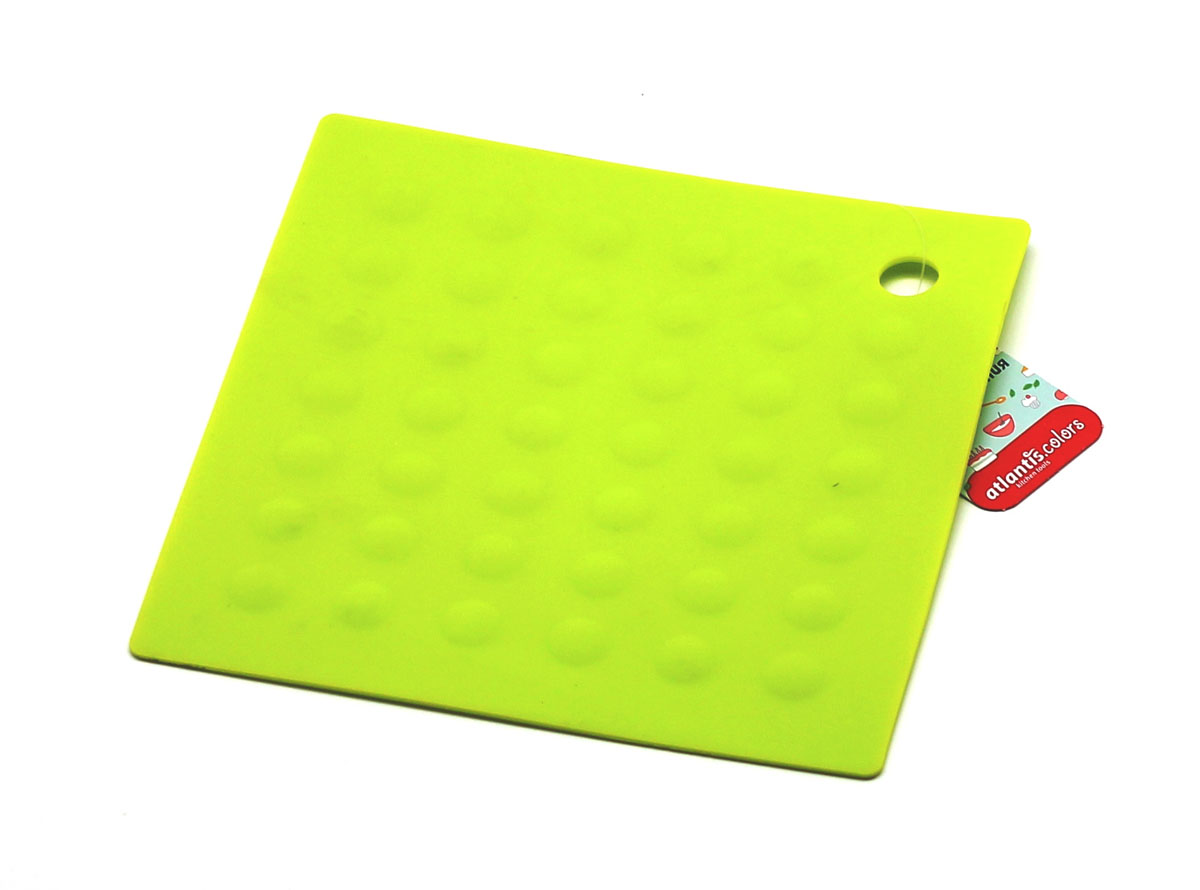 Подставка под горячее Atlantis Квадрат, цвет: зеленый, 17,5 х 17,5 смSC-MT-007-GПодставка под горячее Atlantis Квадрат изготовлена из высококачественного пищевого силикона. Выдерживает температуру до +230°С, не впитывает запахи и предохраняет поверхность вашего стола от высоких температур. Оригинальный дизайн внесет свежесть и новизну в интерьер вашей кухни. Подставка под горячее станет незаменимым помощником на кухне. Легко моется в посудомоечной машине.