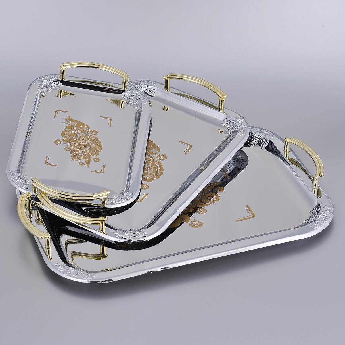 """Набор """"Mayer & Boch"""" состоит из трех изящных подносов прямоугольной формы, выполненных из нержавеющей стали. Подносы хромированы и отполированы до блеска. Края украшены рельефным узором. По центру подносы декорированы оригинальными цветочными рисунками. Для удобства переноски все подносы оснащены ручками золотистого цвета.  Изысканный набор прекрасно дополнит интерьер кухни и станет отличным украшением праздничного стола.   Размер малого подноса: 26,5 см х 19 см.  Размер среднего подноса: 34 см х 24 см.  Размер большого подноса: 41 см х 29 см."""