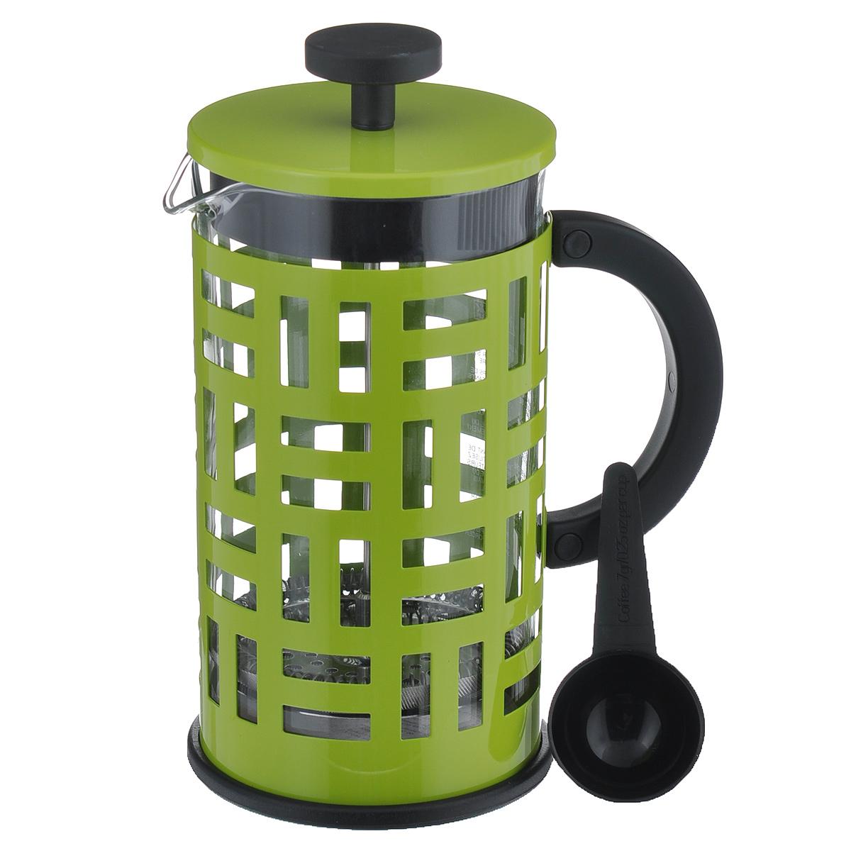 Кофейник Bodum Eileen с прессом, цвет: салатовый, 1 л11195-Кофейник Eileen с фильтром French Press и мерной ложечкой займет достойное место на вашей кухне. Современный дизайн полностью соответствует последним модным тенденциям в создании предметов бытовой техники. Кофейник снабжен легкой и удобной, покрытой специальным материалом, ручкой, позволяющей безопасно и удобно использовать его в любой ситуации - даже держать два кофейника одновременно. Цельная оправа из нержавеющей стали защищает хрупкую стеклянную емкость от толчков и ударов. В то же время эта оправа не заглушает аппетитный запах свежесваренного кофе.Настоящим ценителям натурального кофе широко известны основные и наиболее часто применяемые способы его приготовления: эспрессо, по-турецки, гейзерный. Однако существует принципиально иной способ, известный как French Press, благодаря которому приготовление ароматного напитка стало гораздо проще.Профессиональная серия Eileen была задумана и создана в честь великого архитектора и дизайнера - Эйлин Грей (Eileen Gray). При создании серии были особо учтены соображения функционального удобства. Стильный внешний вид и практичность в использовании сделали Eileen чрезвычайно востребованной серией. Объем кофейника: 1 л.Высота кофейника (с учетом крышки): 22 см.Диаметр кофейника (по верхнему краю): 11 см.Длина ложечки: 10 см.