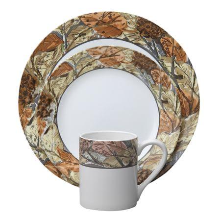Набор посуды Woodland Leaves 16пр, цвет: белый с рисунком1109566Преимуществами посуды Corelle являются долговечность, красота и безопасность в использовании. Вся посуда Corelle изготавливается из высококачественного ударопрочного трехслойного стекла Vitrelle и украшена деколями американских и европейских дизайнеров. Рисунки не стираются и не царапаются, не теряют свою яркость на протяжении многих лет. Посуда Corelle не впитывает запахов и очень долгое время выглядит как новая. Уникальная эмаль, используемая во время декорирования, фактически становится единым целым с поверхностью стекла, что гарантирует долгое сохранение нанесенного рисунка. Еще одним из главных преимуществ посуды Corelle является ее безопасность. В производстве используются только безопасные для пищи пигменты эмали, при производстве посуды не применяется вредный для здоровья человека меламин. Изделия из материала Vitrelle: Прочные и легкие; Выдерживают температуру до 180С; Могут использоваться в посудомоечной машине и микроволновой печи; Штабелируемые; Устойчивы к царапинам; Ударопрочные; Не содержит меламин.4 обеденные тарелки 27 см; 4 закусочные тарелки 22 см; 4 суповые чаши 470 мл; 4 фарфоровые кружки 330 мл