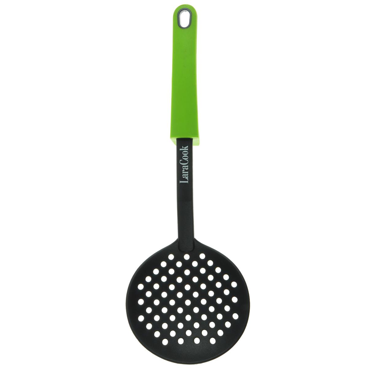 Шумовка Laracook, цвет: зеленый, длина 34 смLC-0916Шумовка Laracook изготовлена из термостойкого нейлона с прорезями для слива воды. Удобная ручка с упором обеспечивает надежный захват благодаря силиконовому покрытию. Такой шумовкой удобно вытаскивать блюда из кастрюли. На ручке имеется небольшое отверстие, за которое изделие можно подвесить в любом удобном для вас месте. Практичная и удобная шумовка займет достойное место среди аксессуаров на вашей кухне.Длина: 34 см. Диаметр рабочей поверхности: 11,5 см.