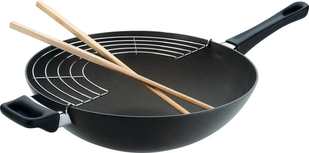 Сковорода-вок Scanpan Classic с палочками и решеткой, с керамическим покрытием. Диаметр 28 см28301200Посуда с износоустойчивым антипригарным титано-керамическим покрытием, произведена из 100% перерабатываемого алюминия, отлитого под давлением. Материал выдерживает температуру до 260 °С, что позволяет использовать посуду в духовых шкафах. При нагревании не выделяются токсины (перфтороктановая кислота). Сковорода WOK подходит для использования на газовых, электрических, стеклокерамических и галогенных плитах, а также для спиральных электрических плит. Толстое дно способствует равномерному нагреву всей поверхности. Рукоятка из термостойкого бакелита, закреплена с помощью запатентованной системы без использования заклепок, пружин. Уникальное титано-керамическое покрытие позволяет использовать металлические аксессуары.Подходит для всех типов плит, кроме индукционных.Можно использовать в посудомоечной машине и духовке.Антипригарное титано-керамическое покрытие разработанное Scanpan отличает особая прочность. При приготовлении можно использовать металлические аксессуары это одно из самых прочных покрытий на сегодняшний день. Также покрытие 100% безопасно для человека - при нагревании не выделяется никаких вредных веществ, в частности перфтороктановая кислота (PFOA/PFOS).Сам производитель характеризует свое титано-керамическое покрытие так: Тяжело поцарапать, но легко отмыть.
